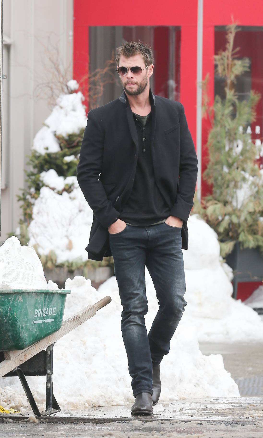 Chris Hemsworth and Elsa Pataky Romantic Stroll in NYC-1