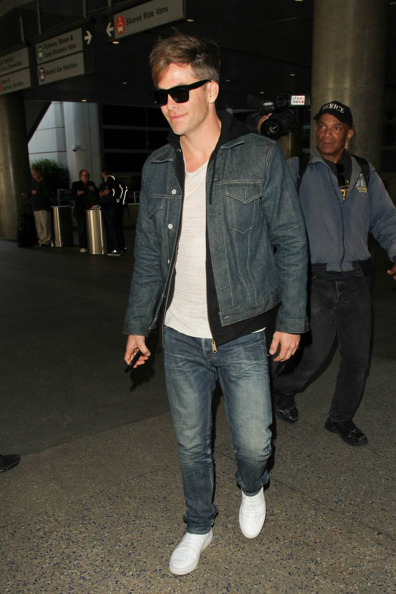 Chris Pine Arrives at LAX Airport-2