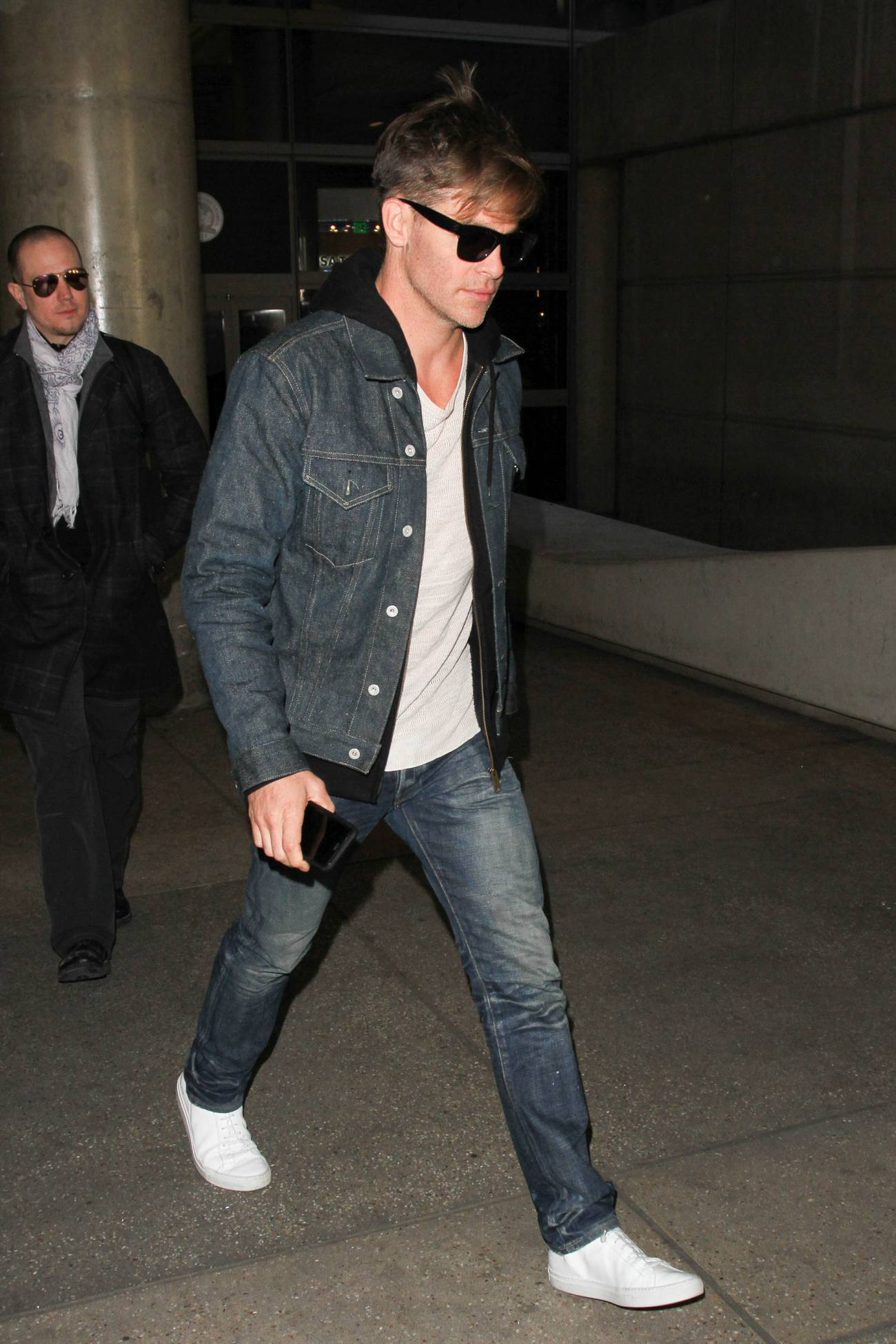 Chris Pine Arrives at LAX Airport-3