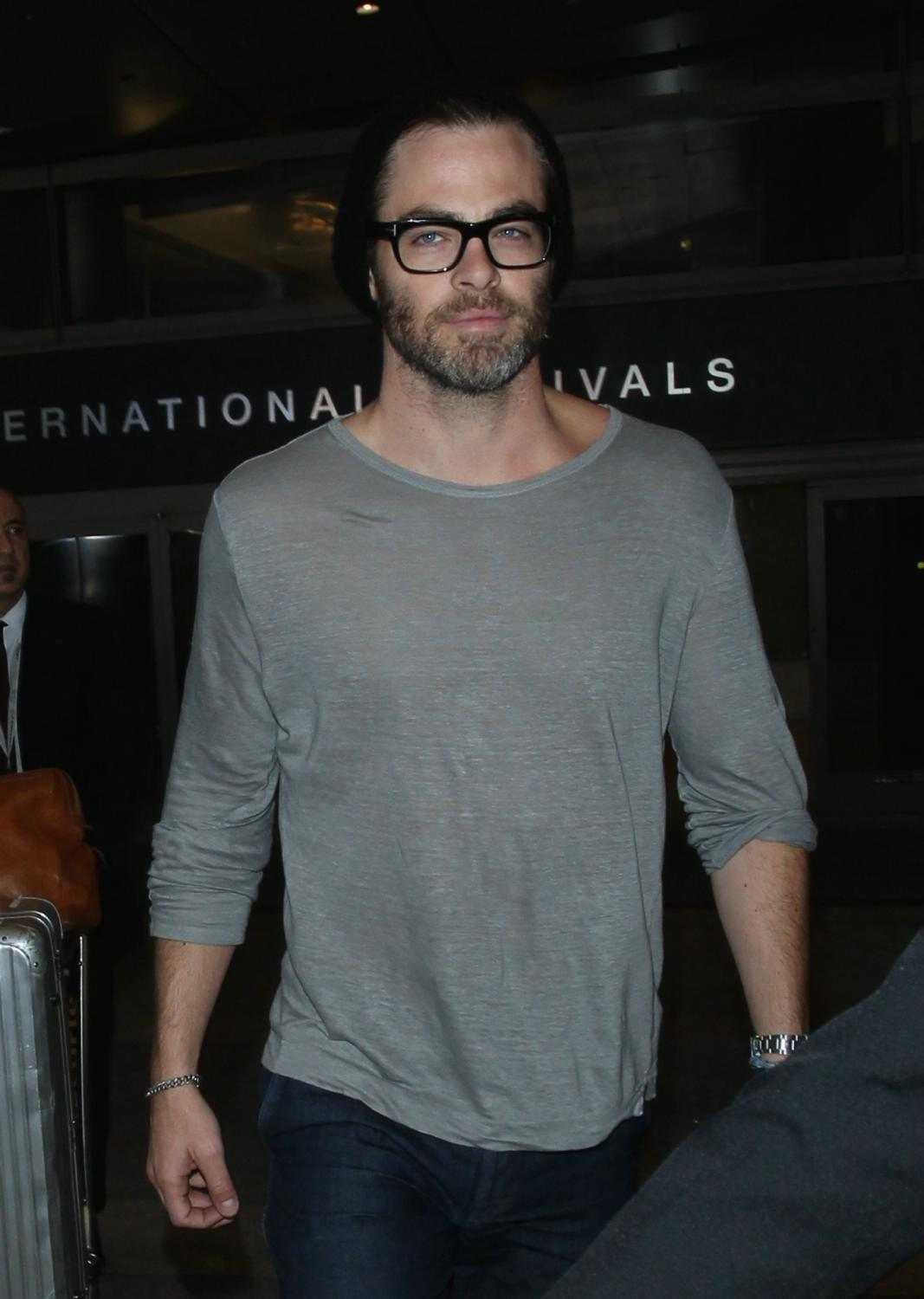 Chris Pine Arriving at LAX Airport-1