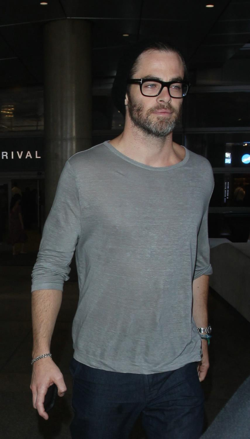 Chris Pine Arriving at LAX Airport-2