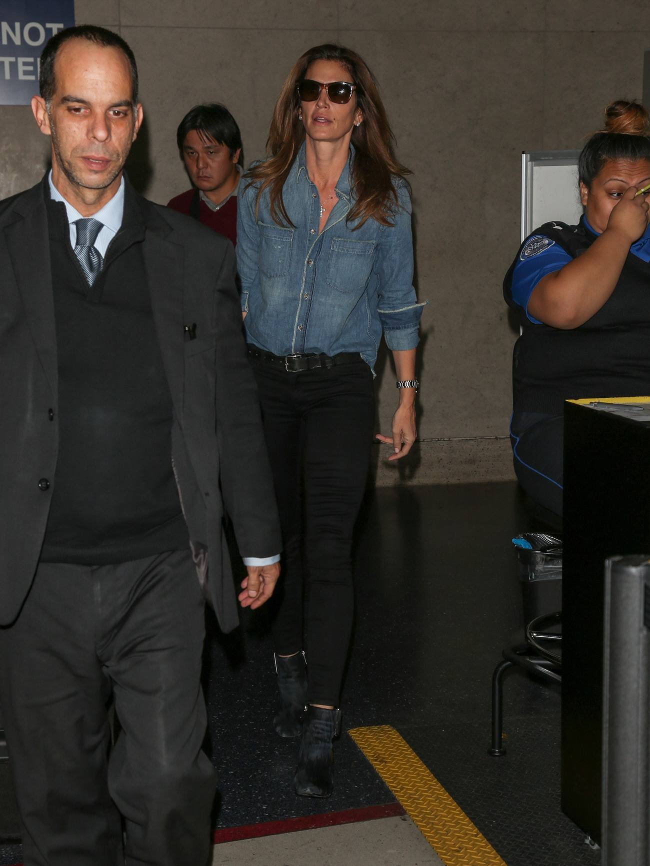 Cindy Crawford at LAX Airport-1