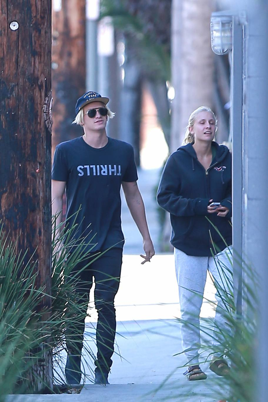 Cody Simpson Out With His Friends in Venice-2