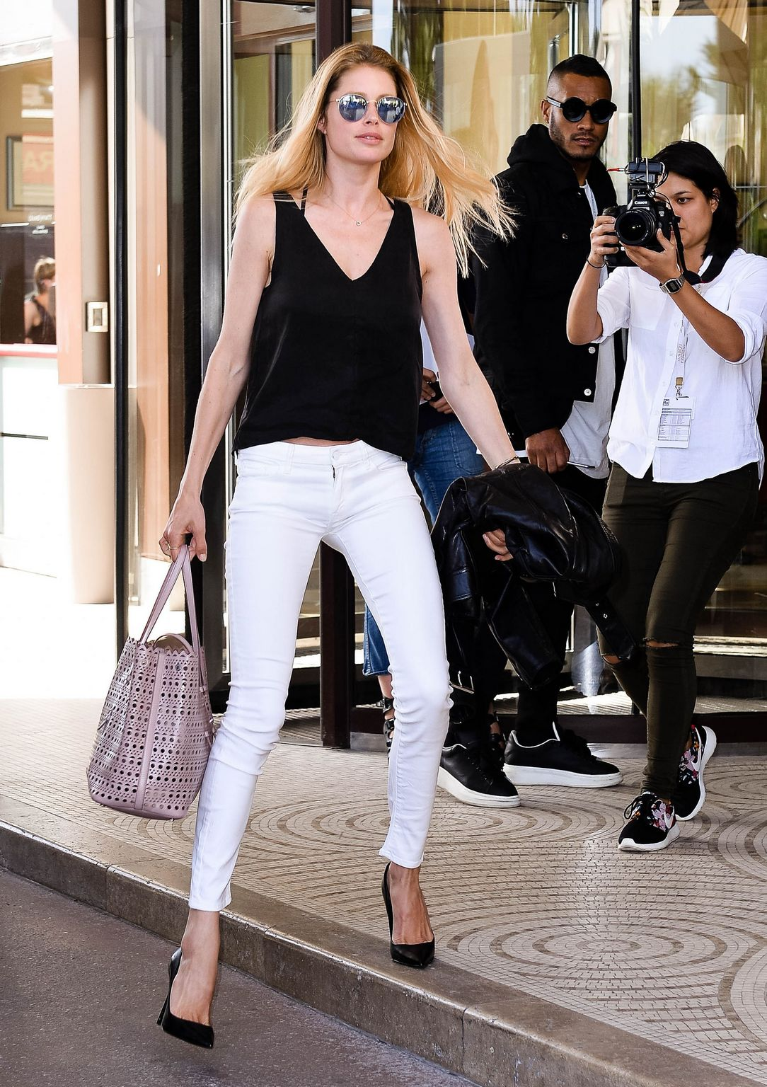 Doutzen Kroes Arrives Nice Airport-2