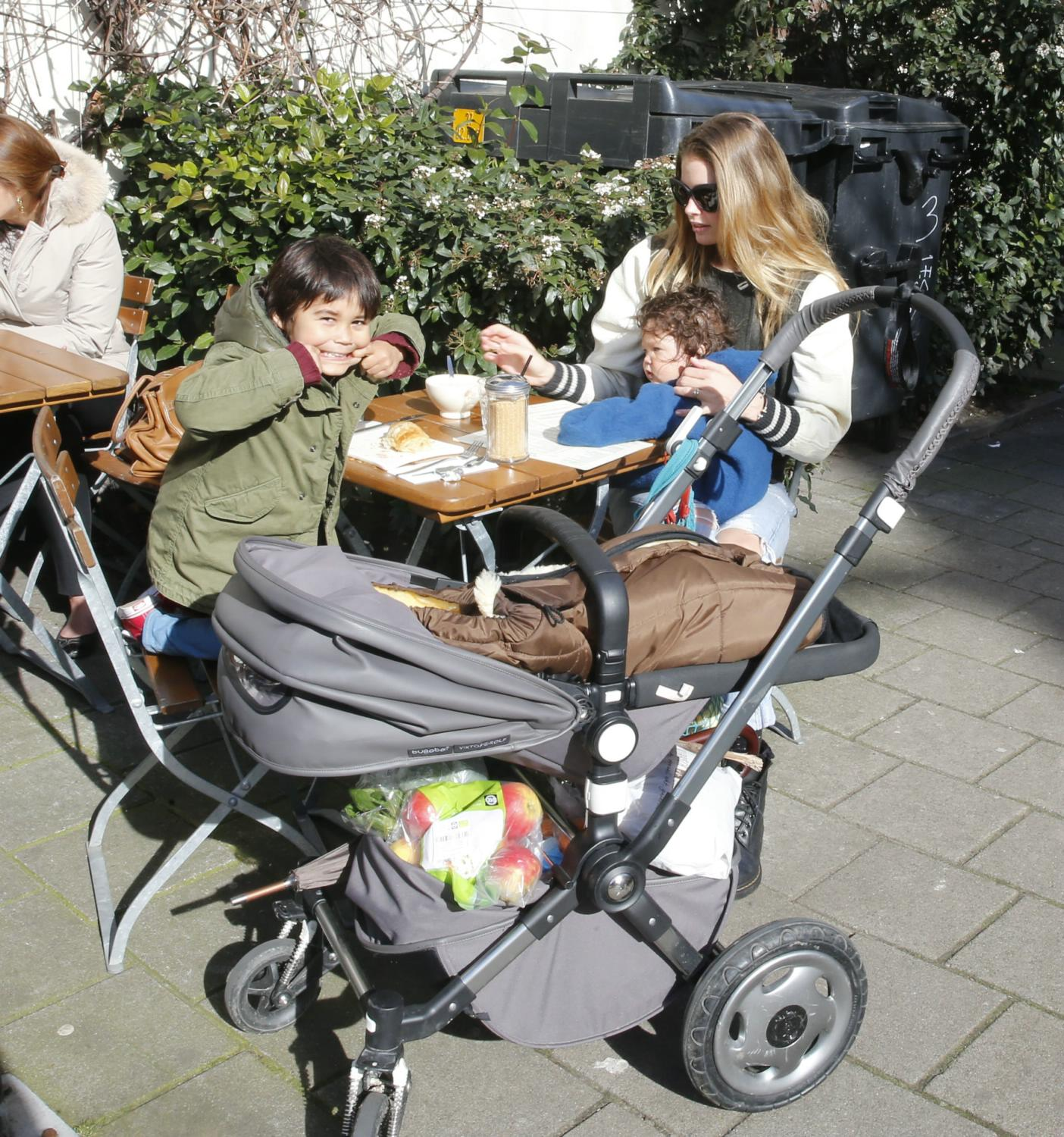 Doutzen Kroes Hangs Out With Her Children in Amsterdam-1