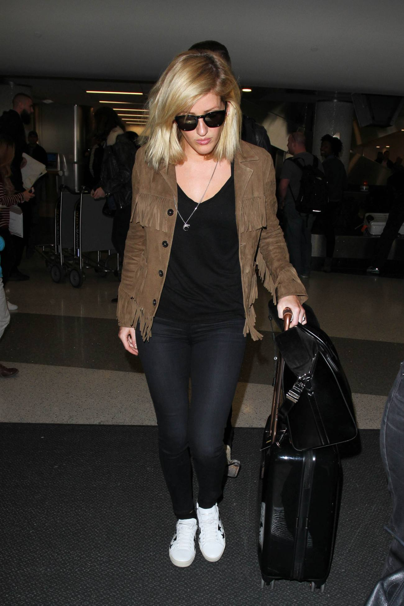 Ellie Goulding arrives at at Los Angeles International Airport-1