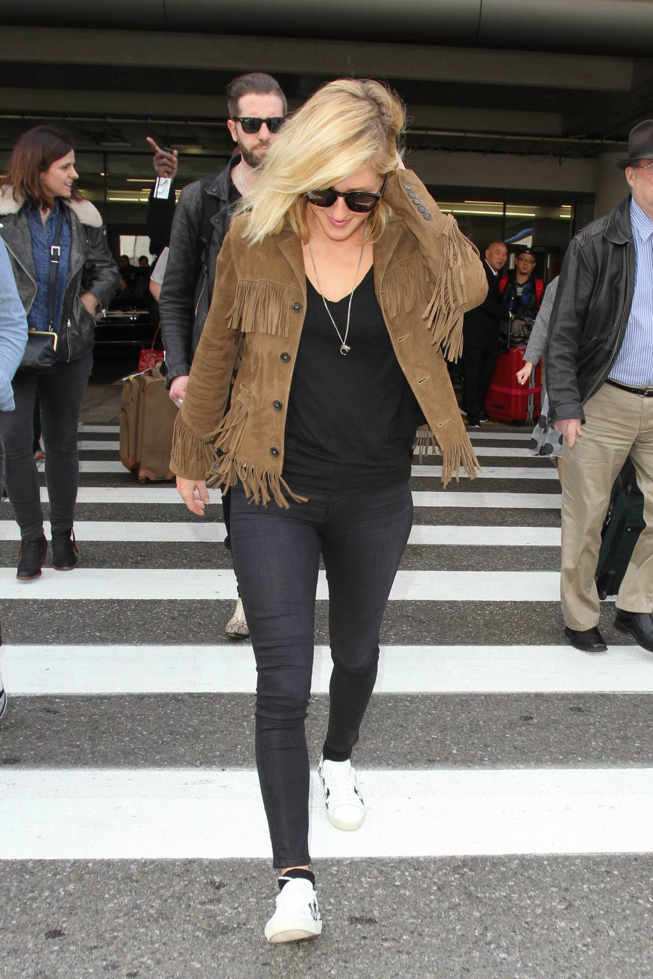 Ellie Goulding arrives at at Los Angeles International Airport-4