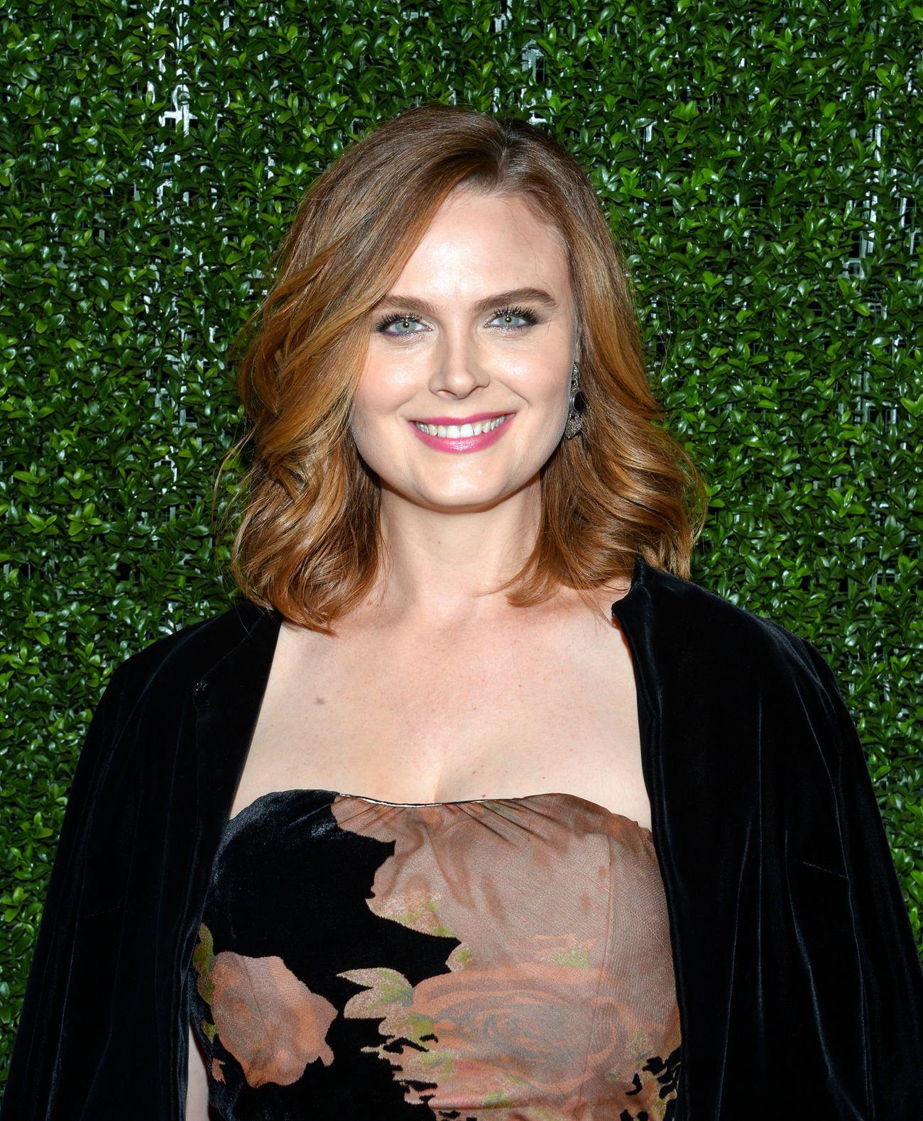 Emily Deschanel at Farm Sanctuary Gala-1