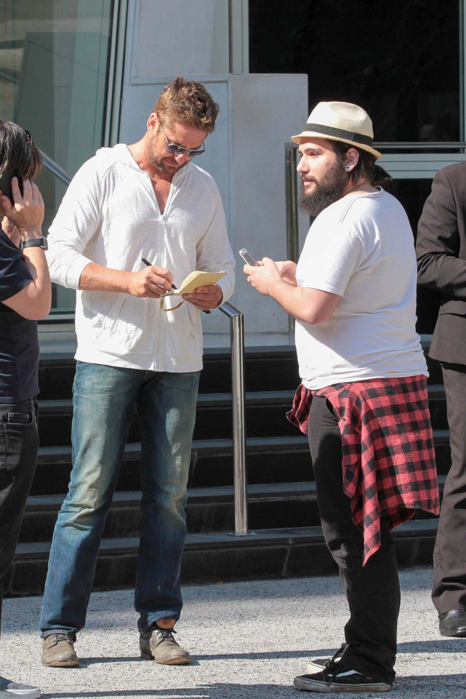 Gerard Butler Hangs Out With Friend Before Lunch-4