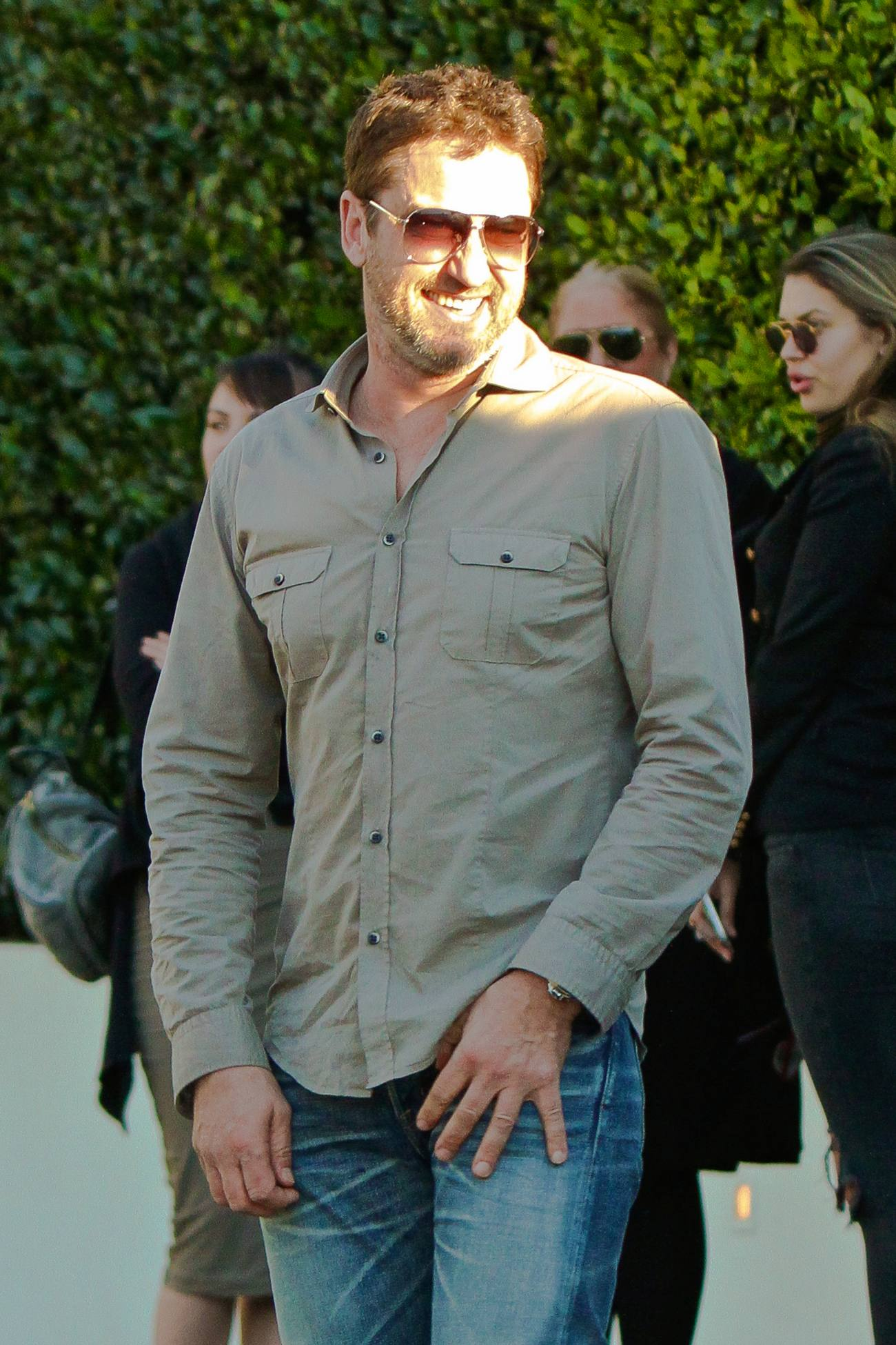 Gerard Butler Out with Girlfriend Morgan Brown at Cecconi