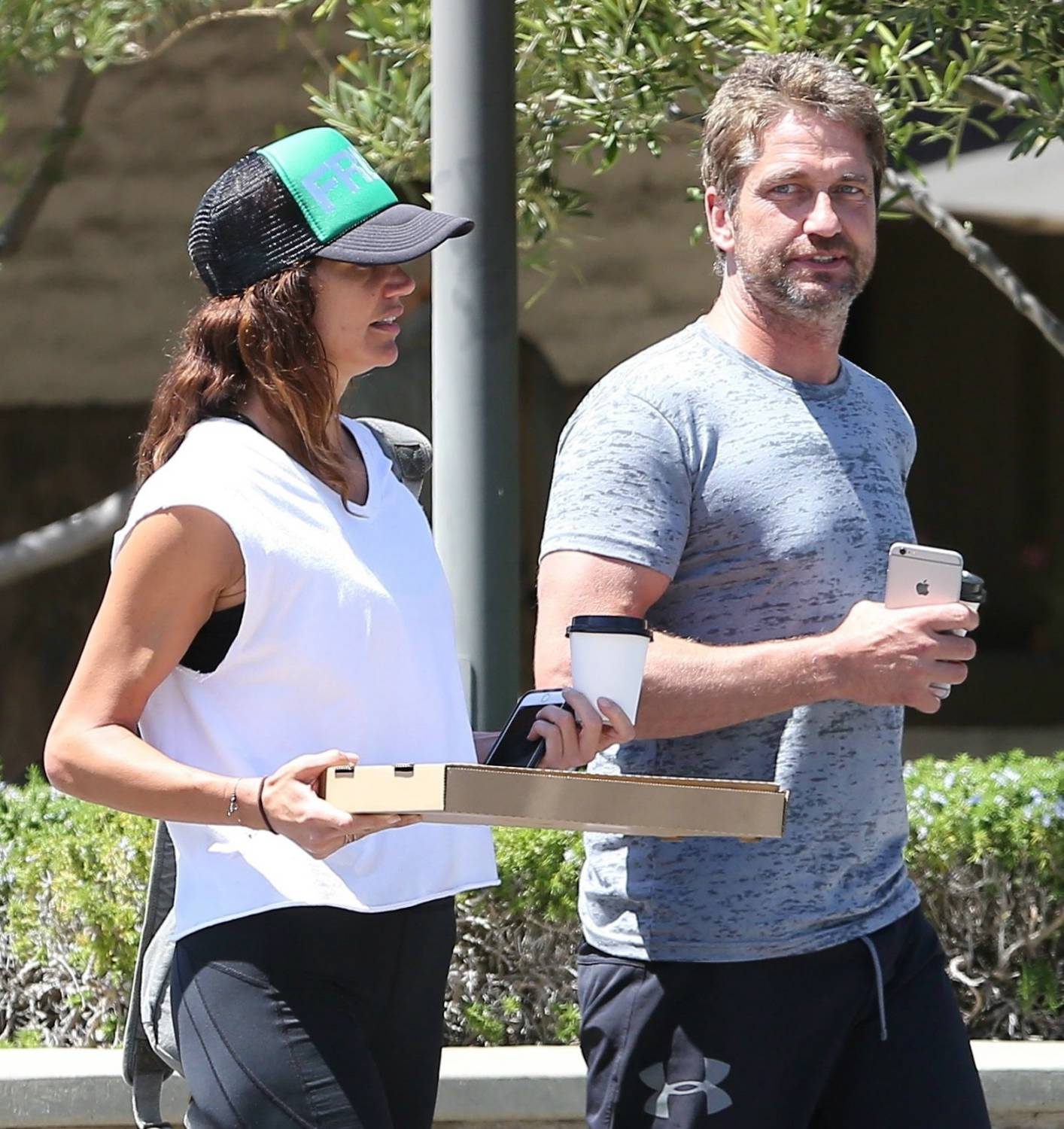 Gerard Butler Pizza Date With His Girlfriend-1