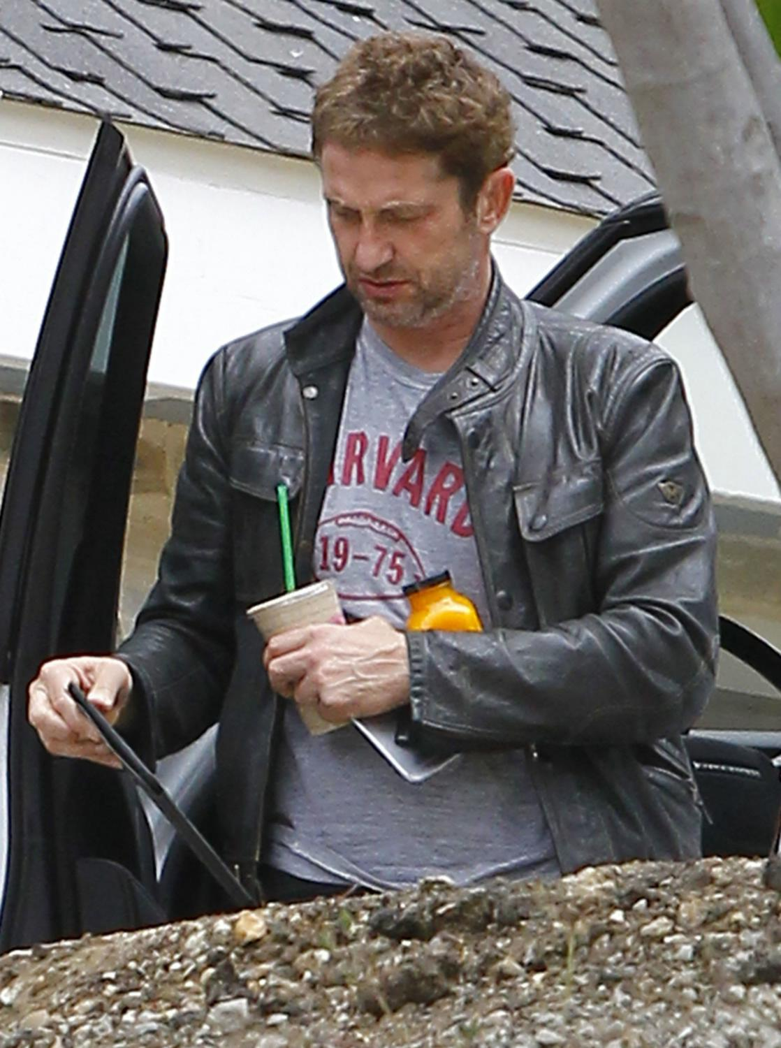 Gerard Butler Returns To Malibu Home-1
