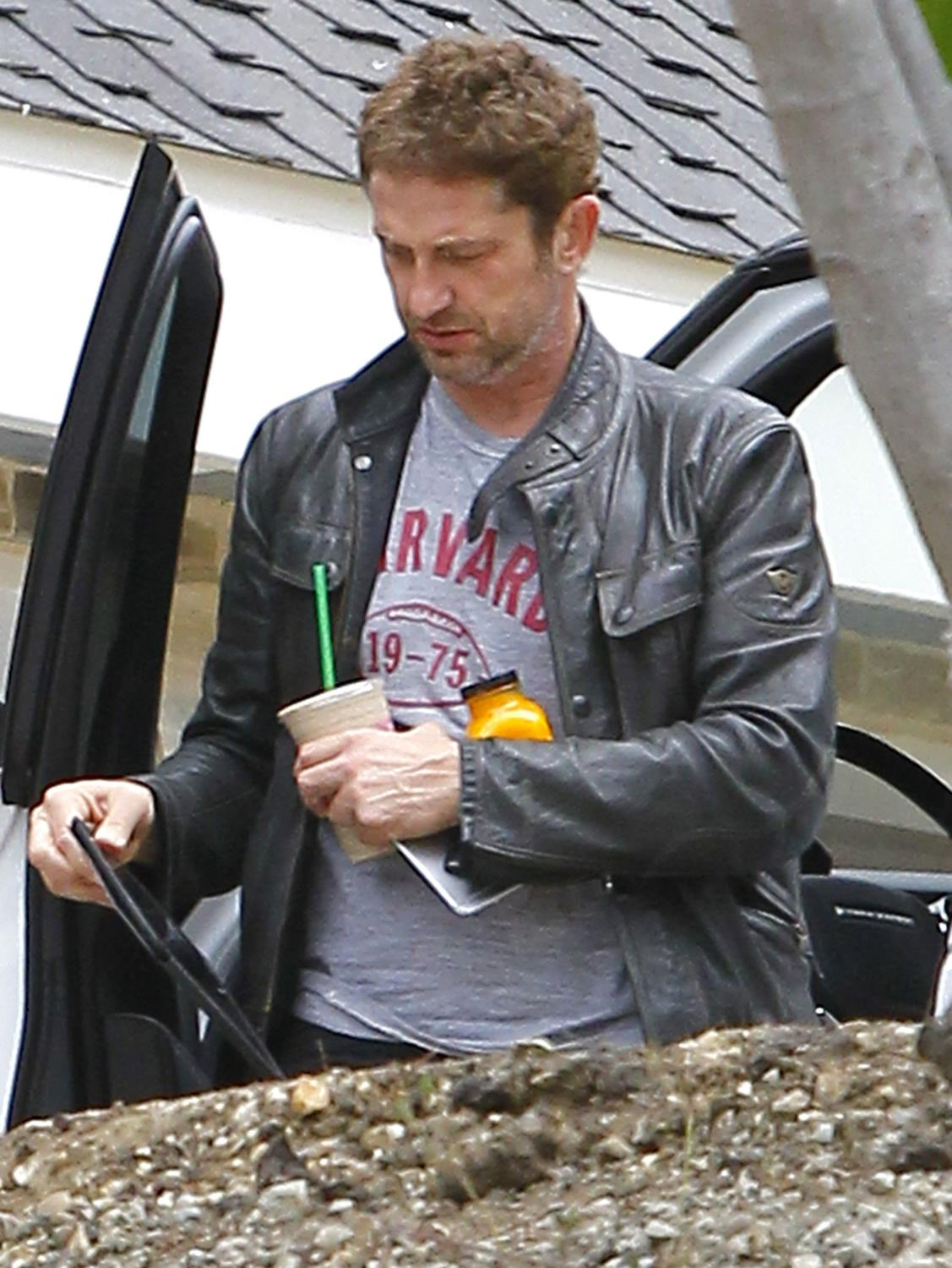 Gerard Butler Returns To Malibu Home-2