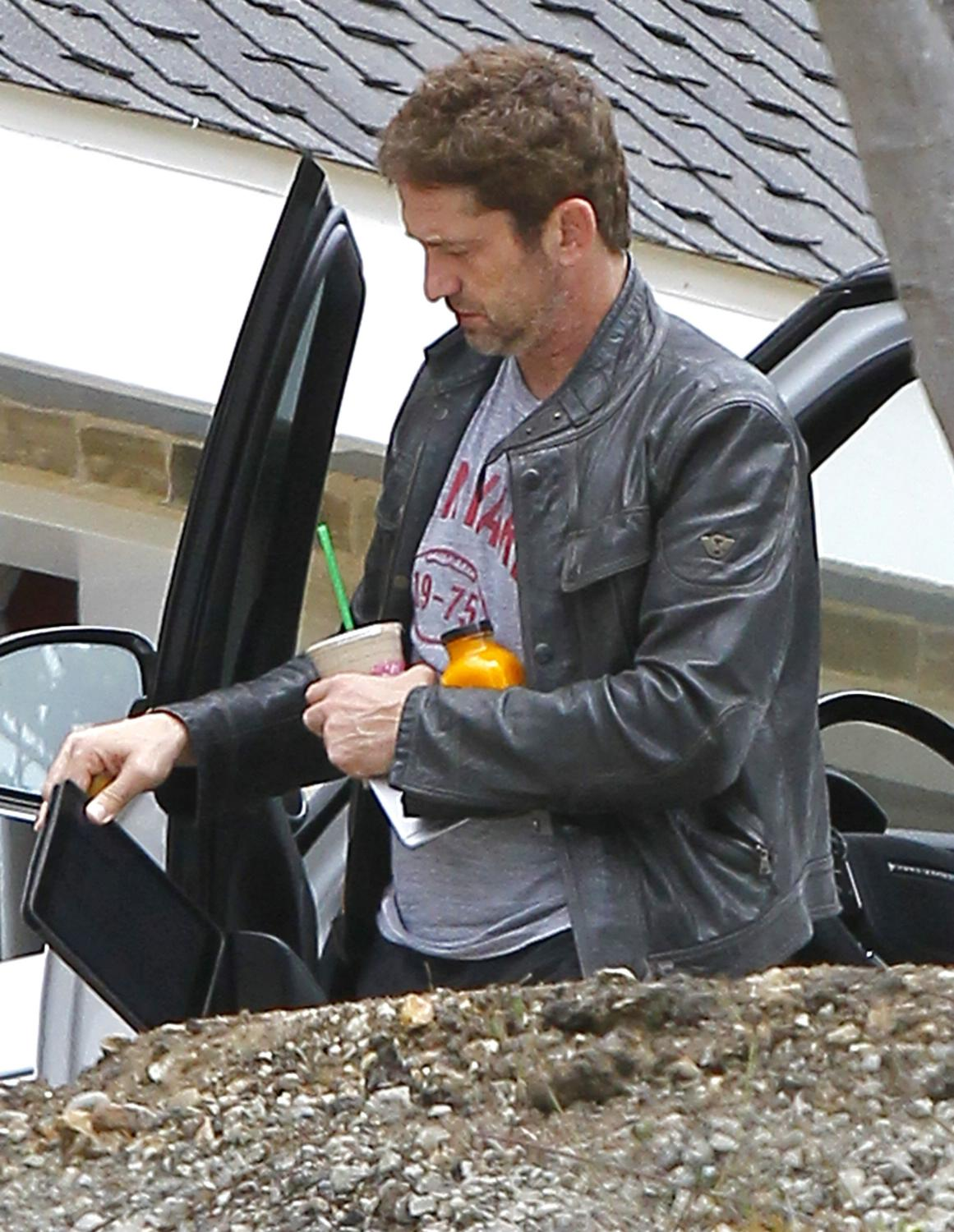 Gerard Butler Returns To Malibu Home-3