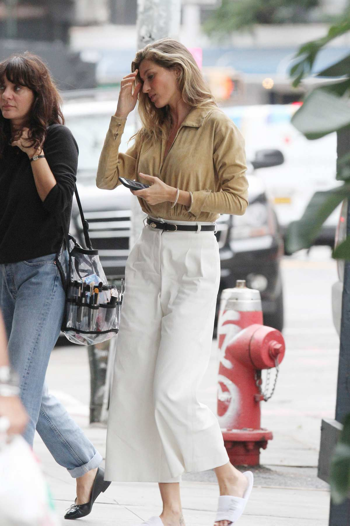 Gisele Bundchen Out in NYC-1