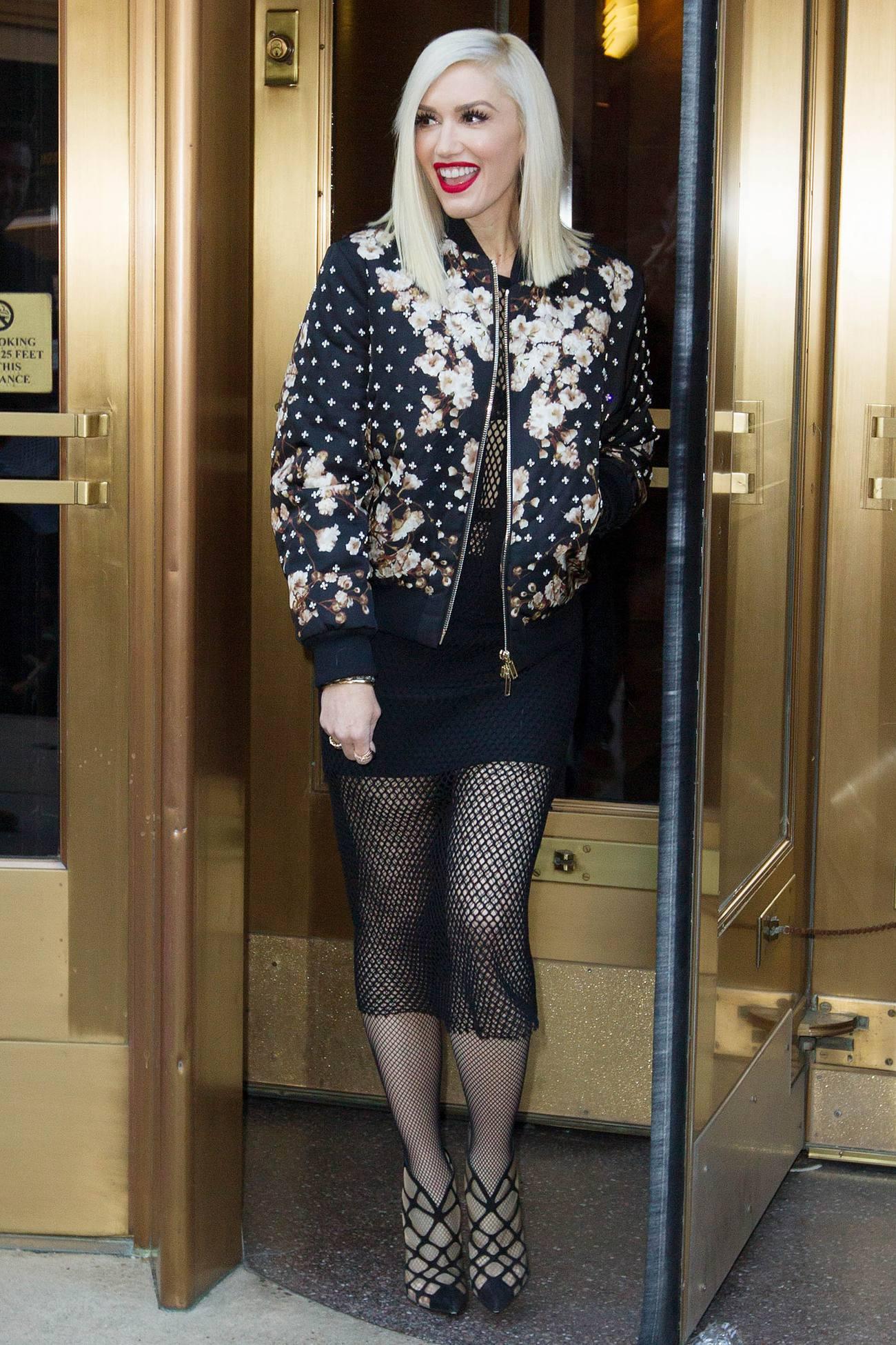 Gwen Stefani Spotted Leavinge Elvis Duran Show-1