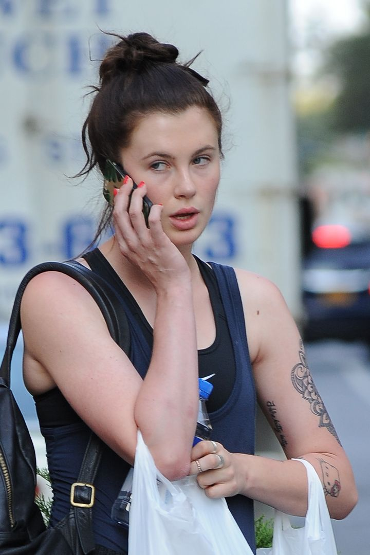 ireland baldwin goes shopping  u2013 celeb donut