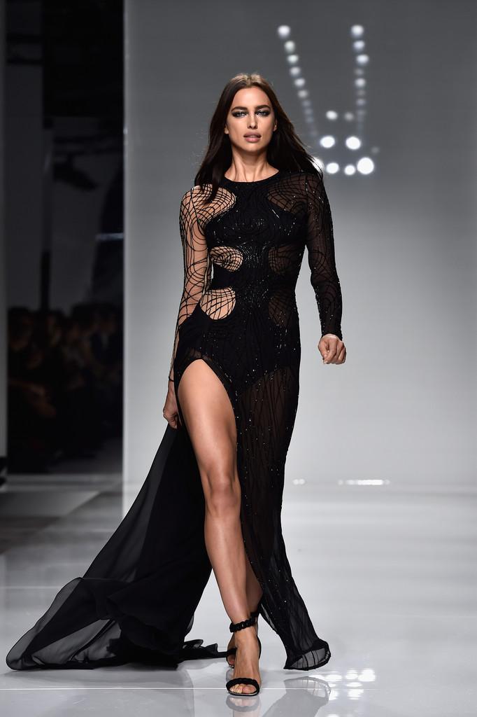 Irina Shayk flaunts at Versace Haute Couture Spring Summer Fashion Show-3