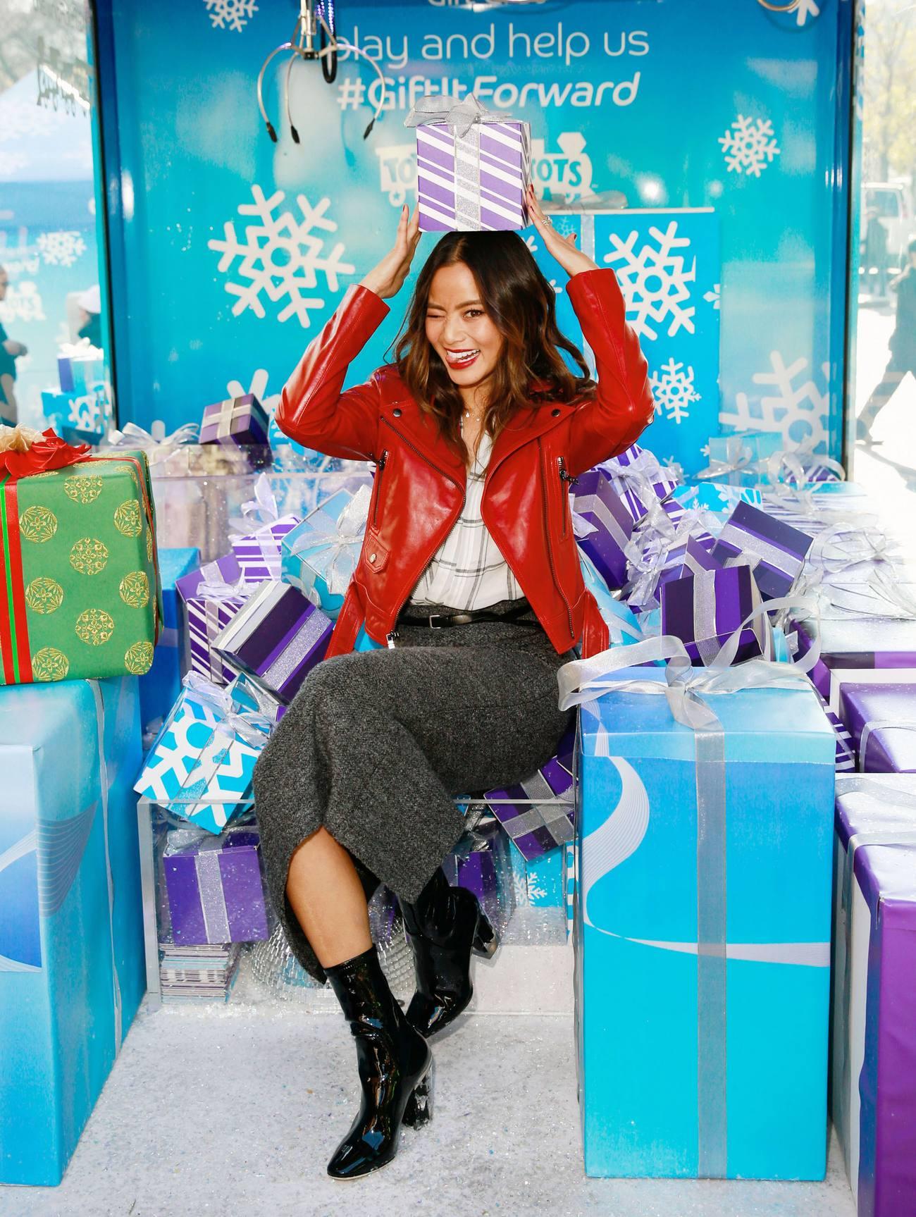 Jamie Chung at Barclaycard Gift Grab-1