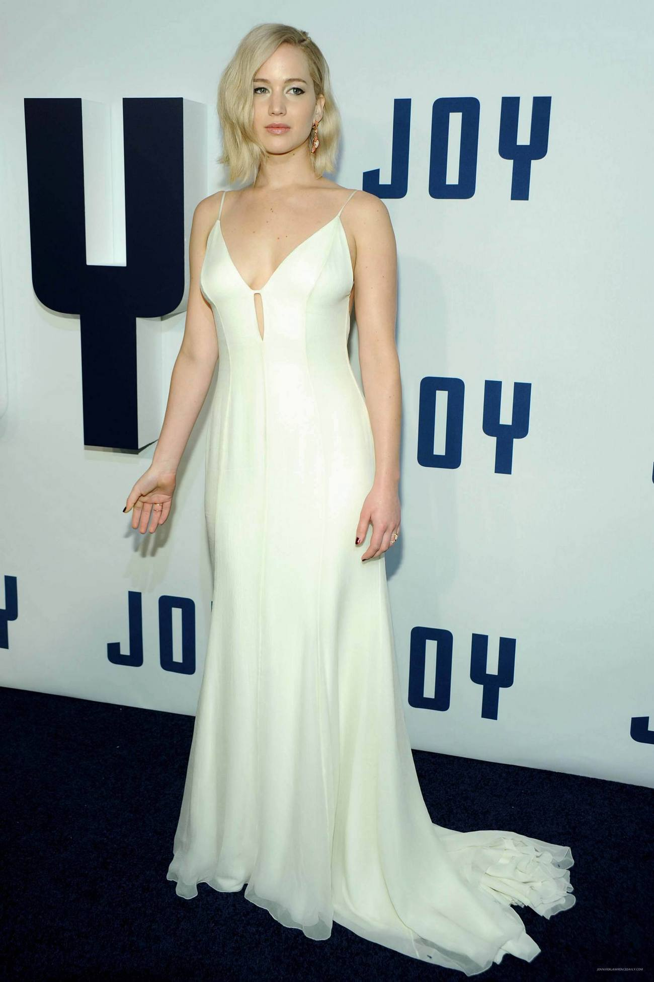 Jennifer Lawrence Arrives at Joy World Premiere-1