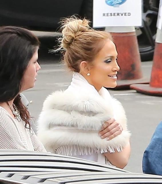Jennifer Lopez Drives To American Idol Set-4
