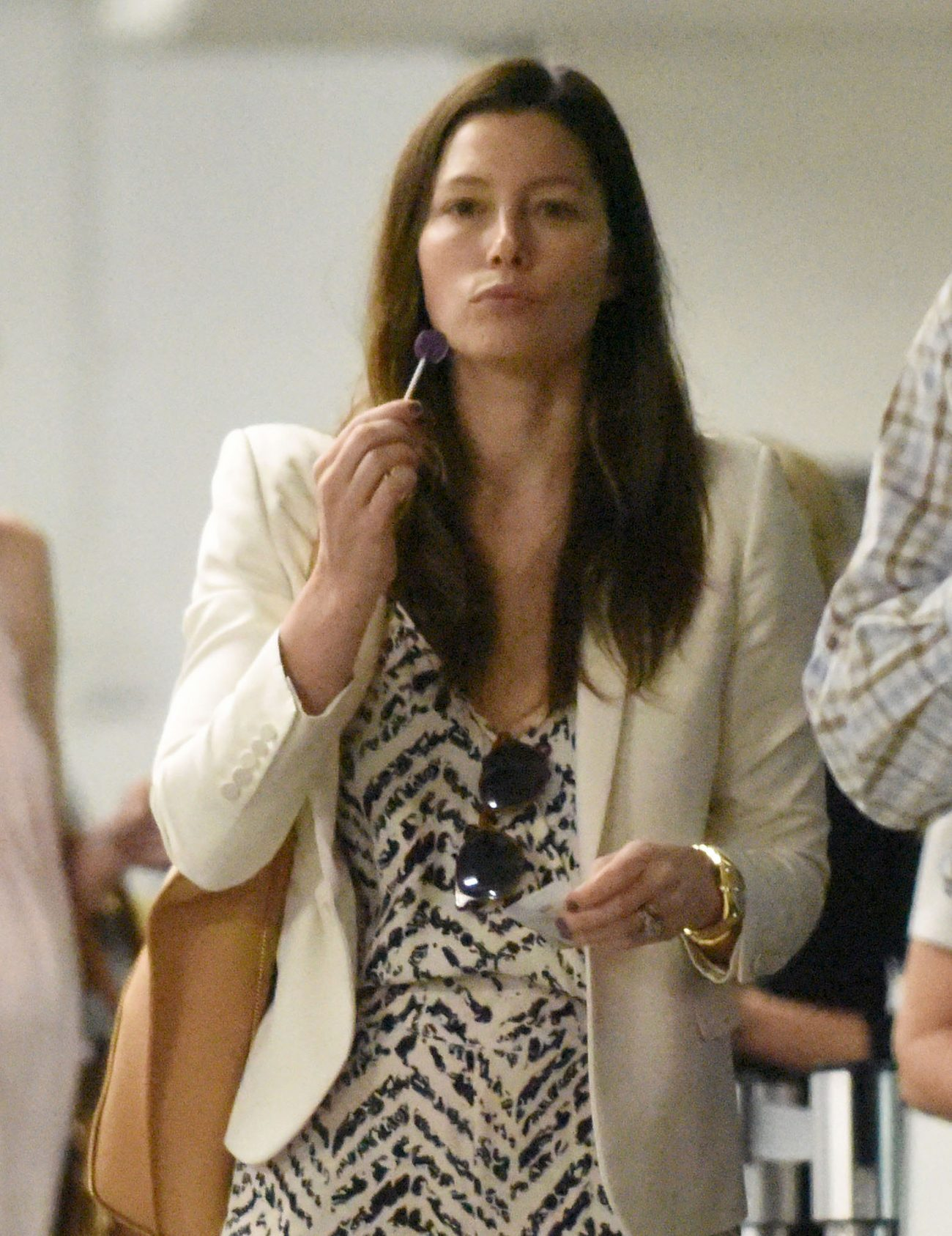 Jessica Biel Looks Natural As She Arrives at Medical Centre-1