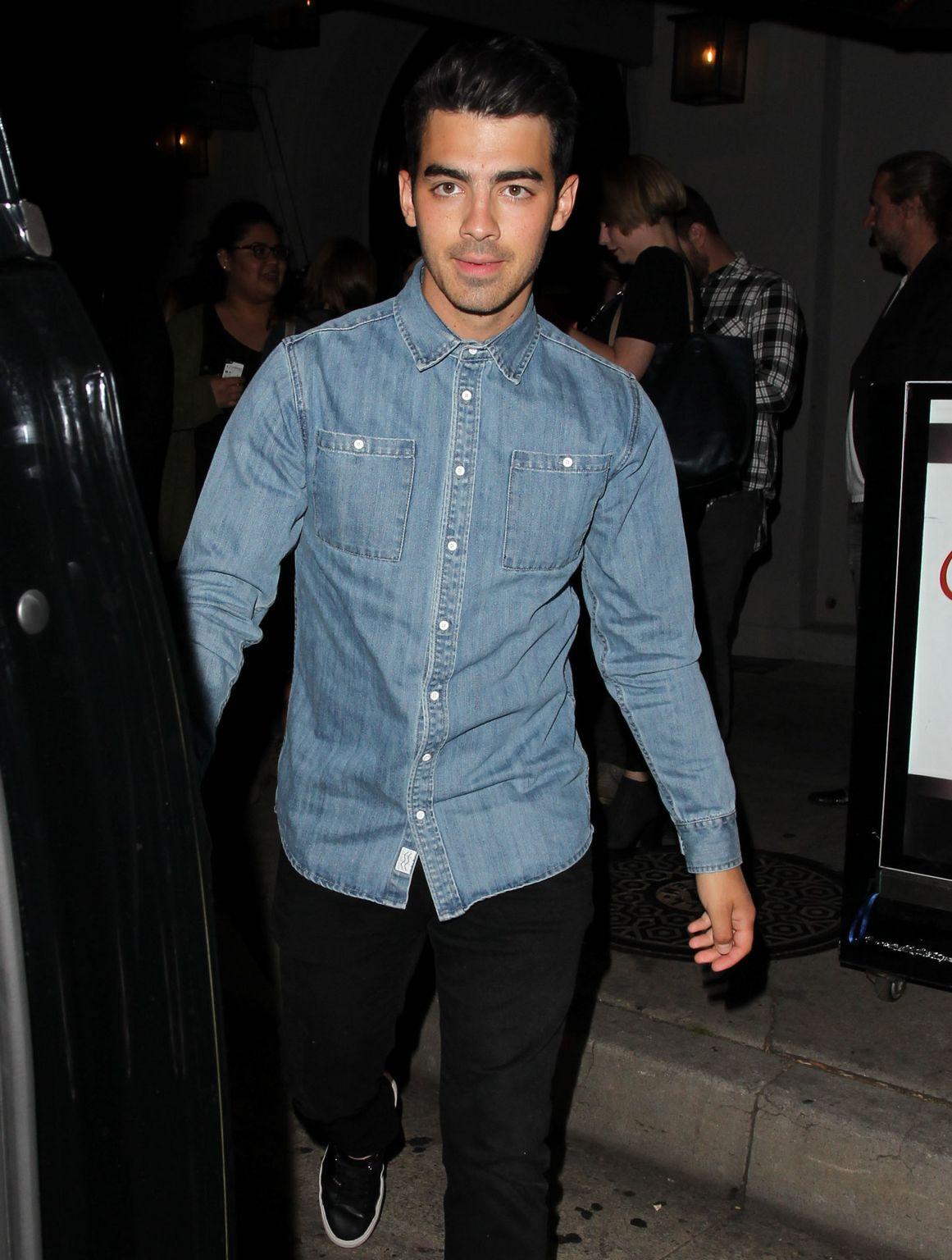 Joe Jonas and Nick Jonas at trendy Craigs Restaurant-3