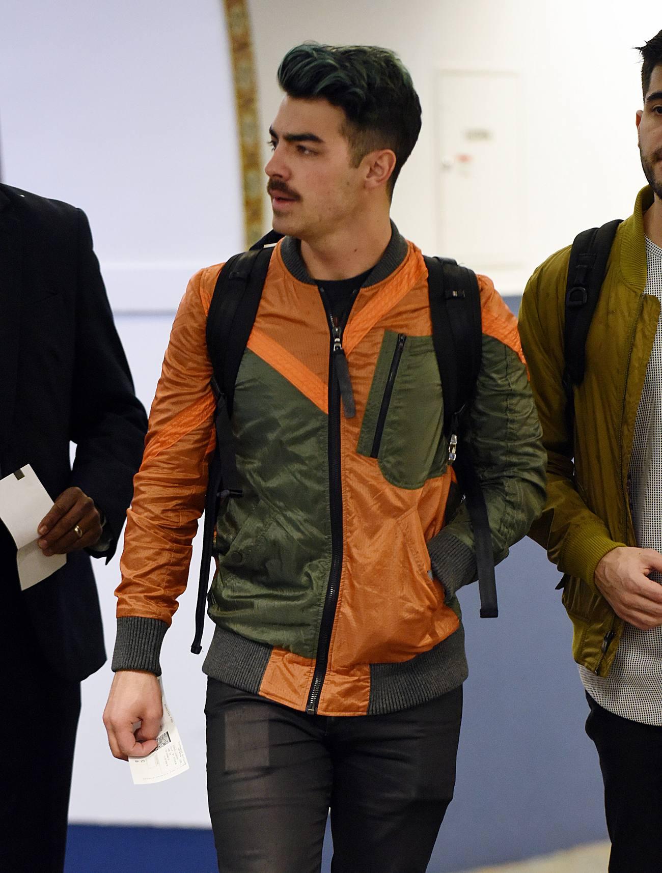 Joe Jonas Arrives Heads to Las Vegas-1