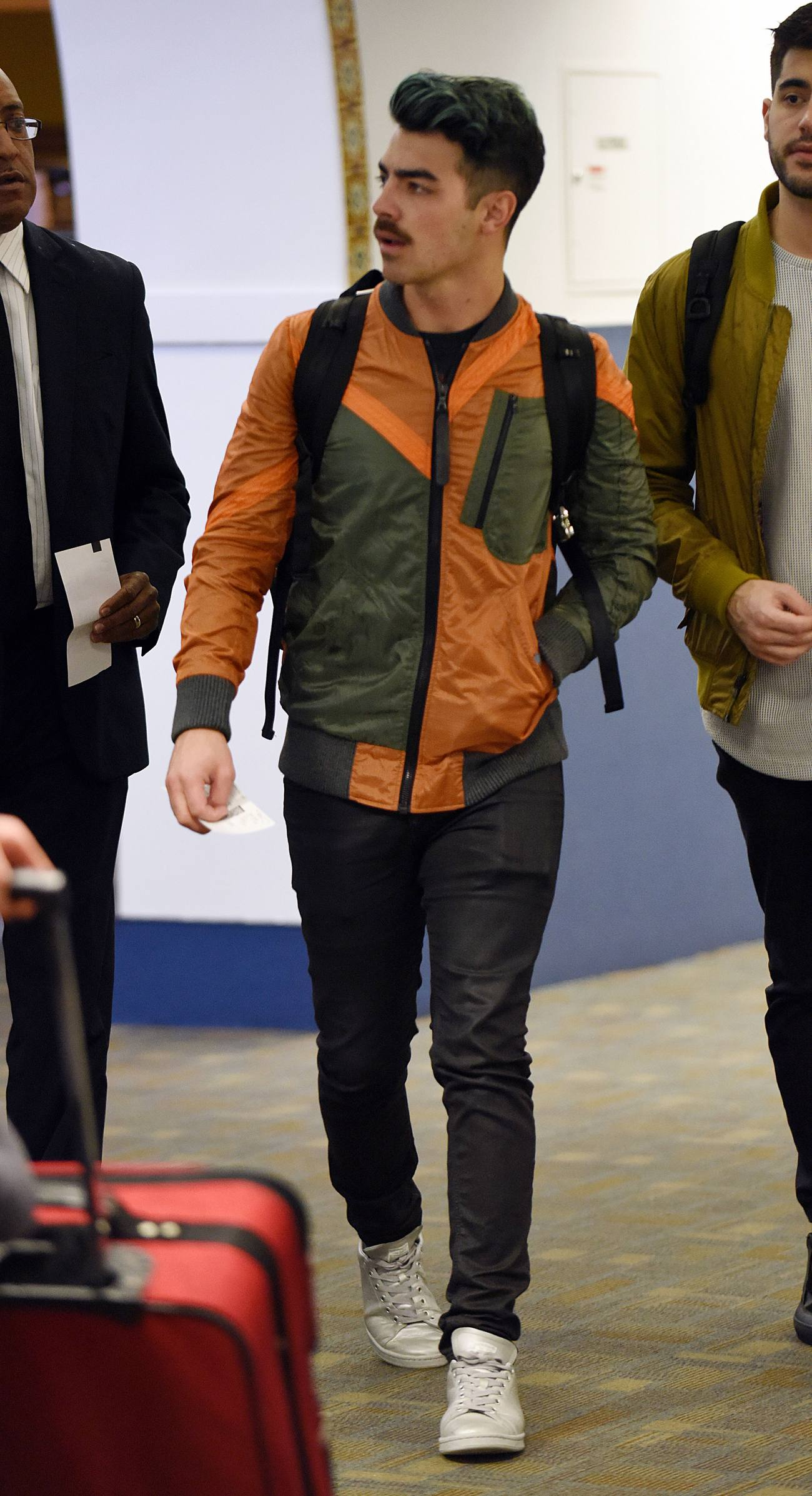 Joe Jonas Arrives Heads to Las Vegas-2