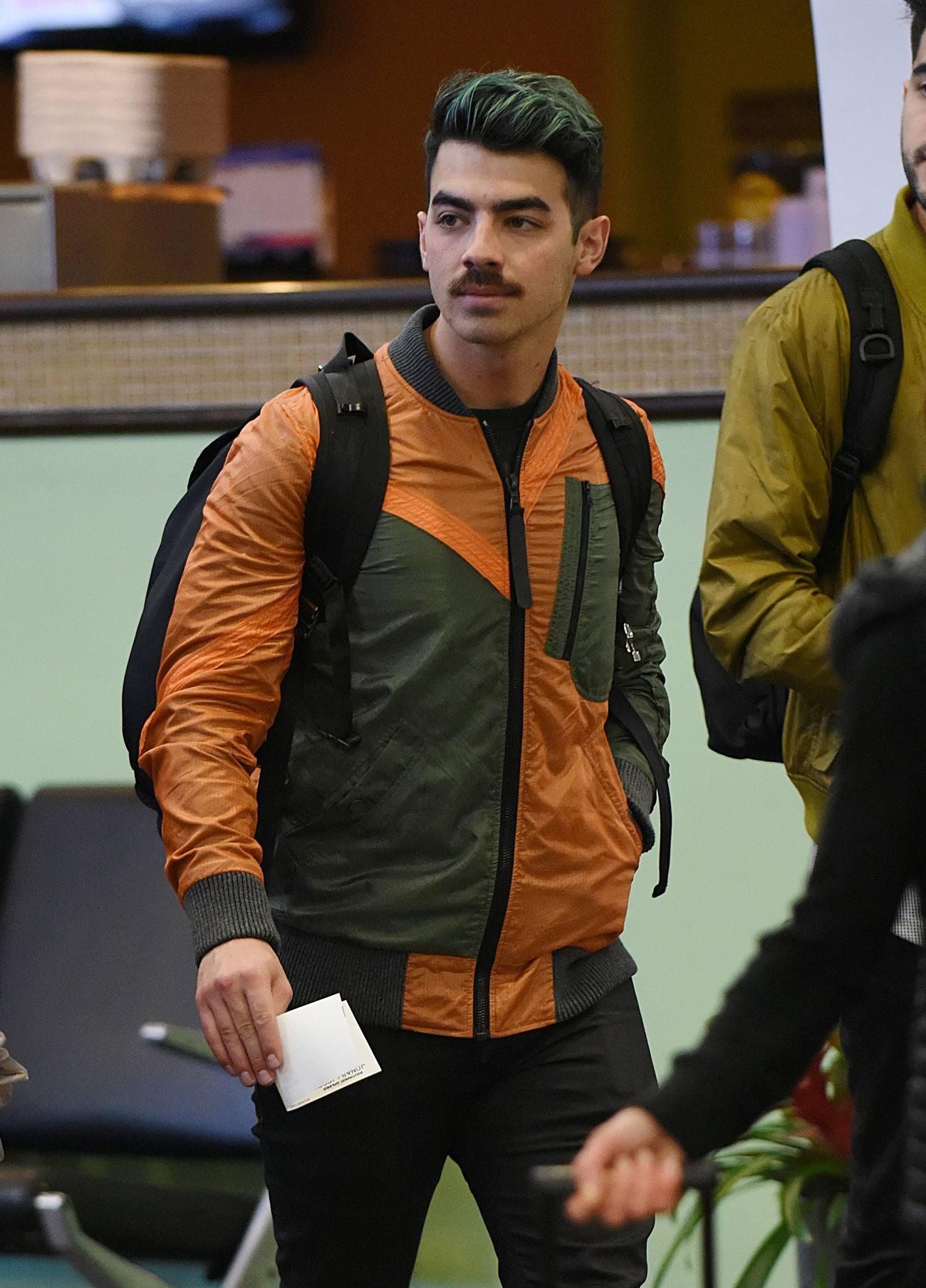 Joe Jonas Arrives Heads to Las Vegas-3