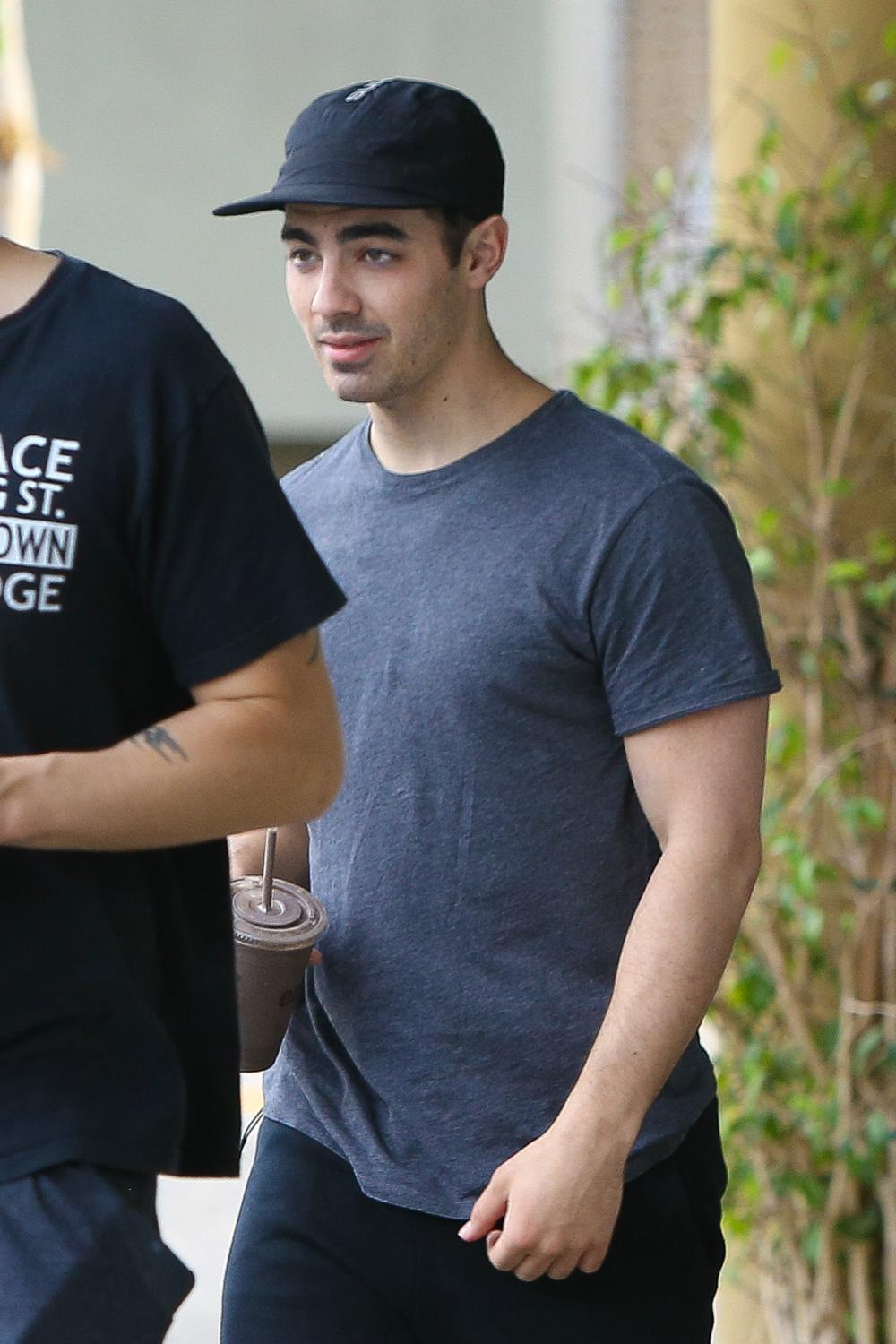 Joe Jonas Grabs Healthy Snacks with Friends in West Hollywood-1