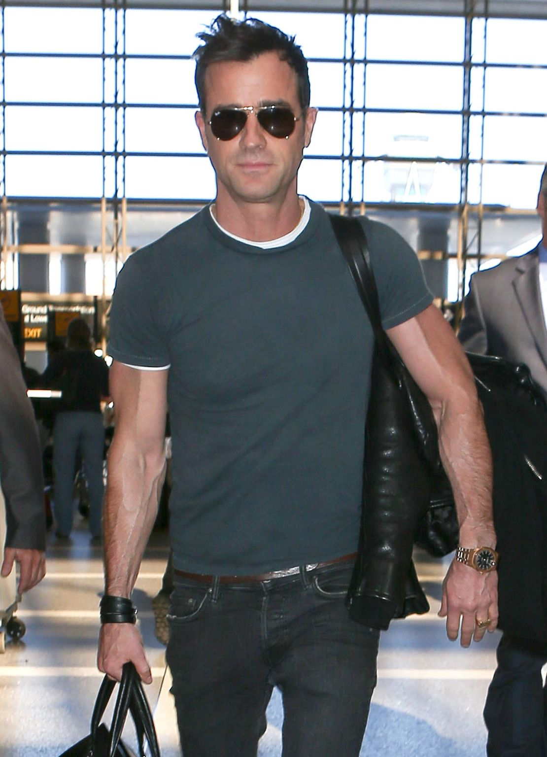 Justin Theroux Leaves LAX airport-3