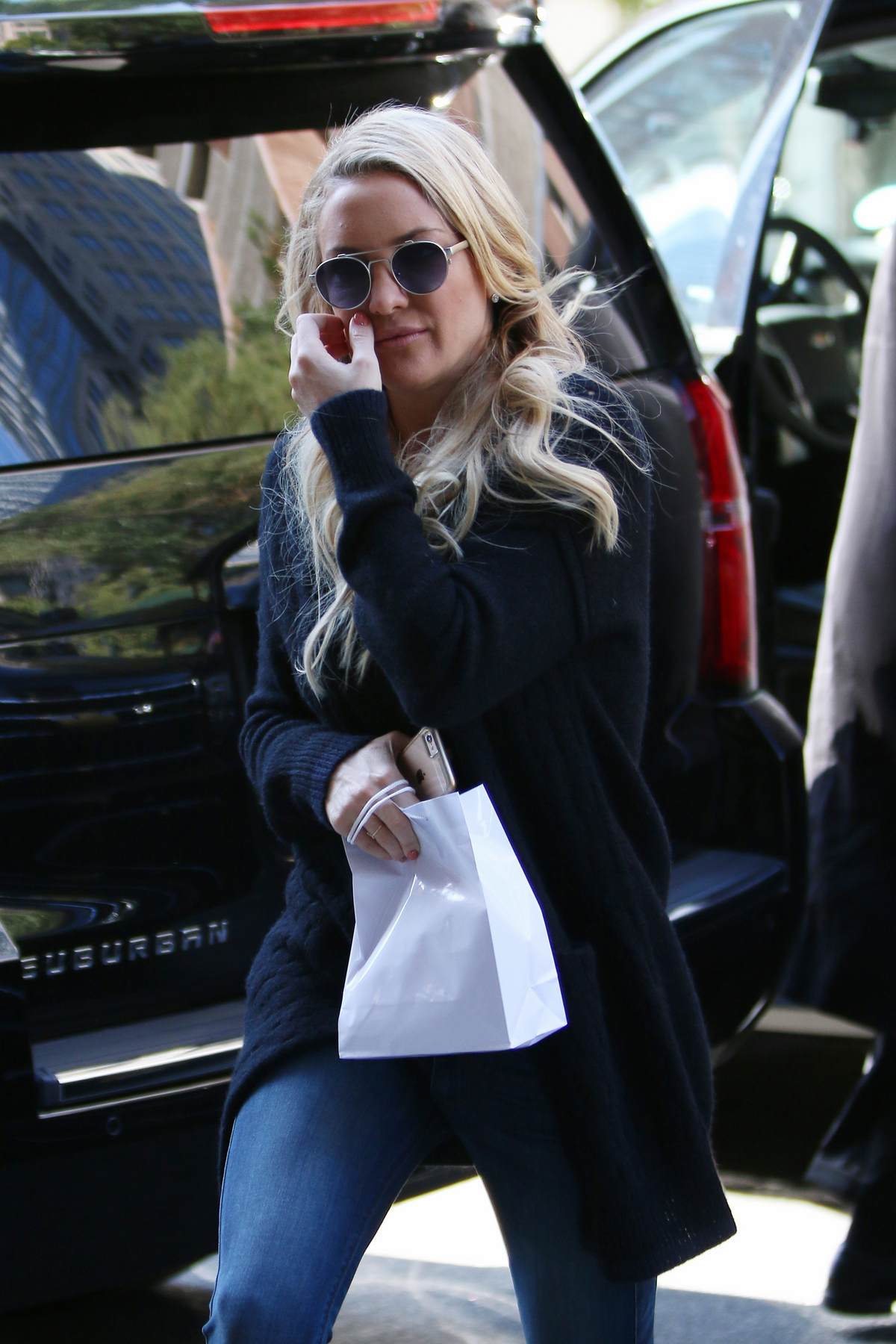 Kate Hudson Arrives at Hotel in NYC-1