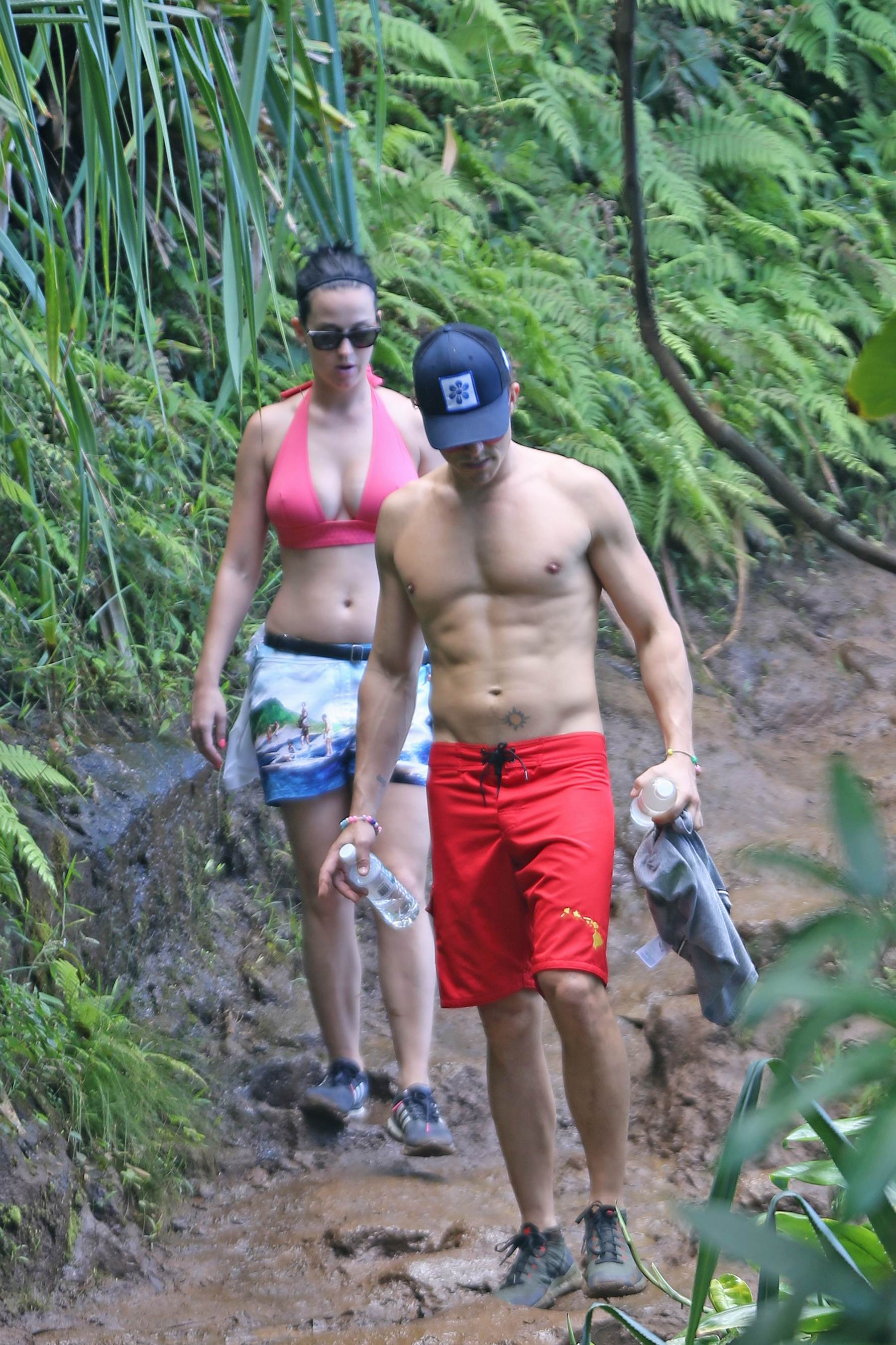 Katy Perry and Orland Bloom Romantic Outing in Hawaii-1