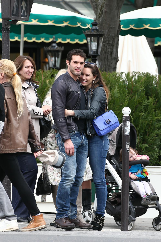 Kelly Brook and new boyfriend Jeremy Paris Stroll Date in Paris-3