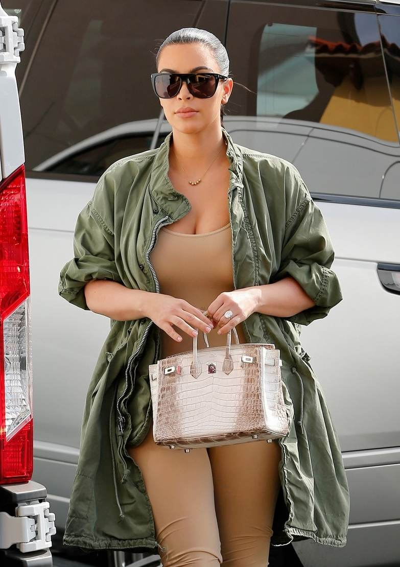 Kim Kardashian arrives at Blue Jam Cafe in Calabasas-1