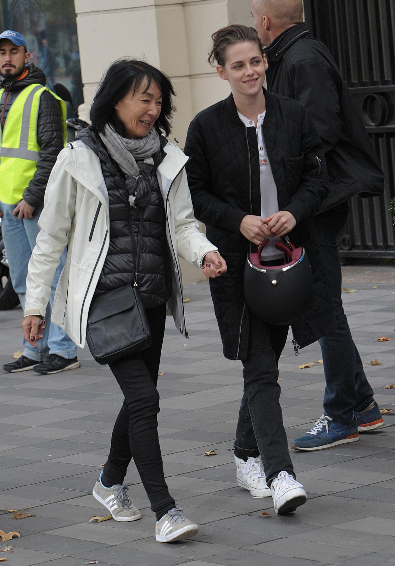 Kristen Stewart Films Personal Shopper in Paris-1