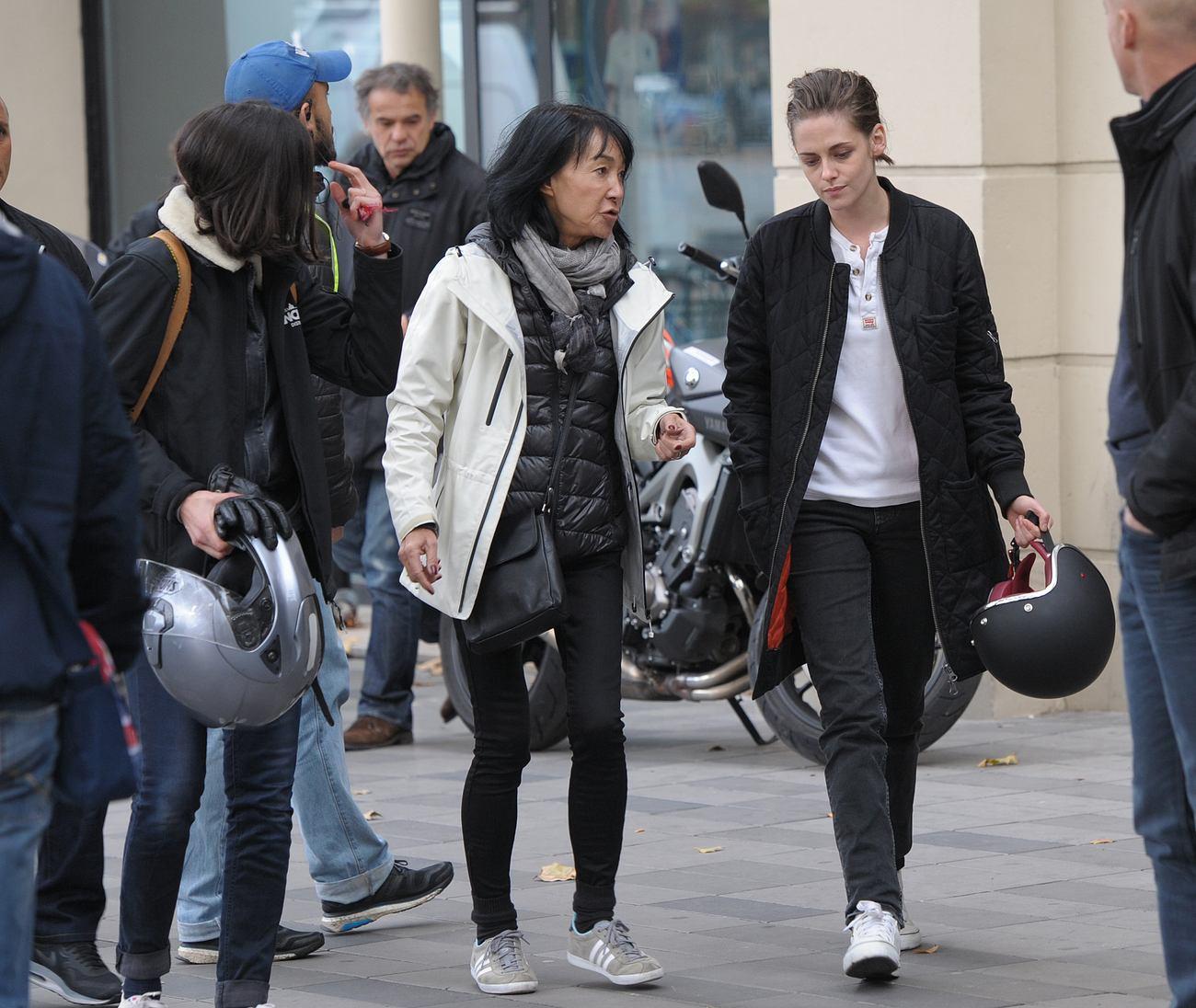 Kristen Stewart Films Personal Shopper in Paris-2