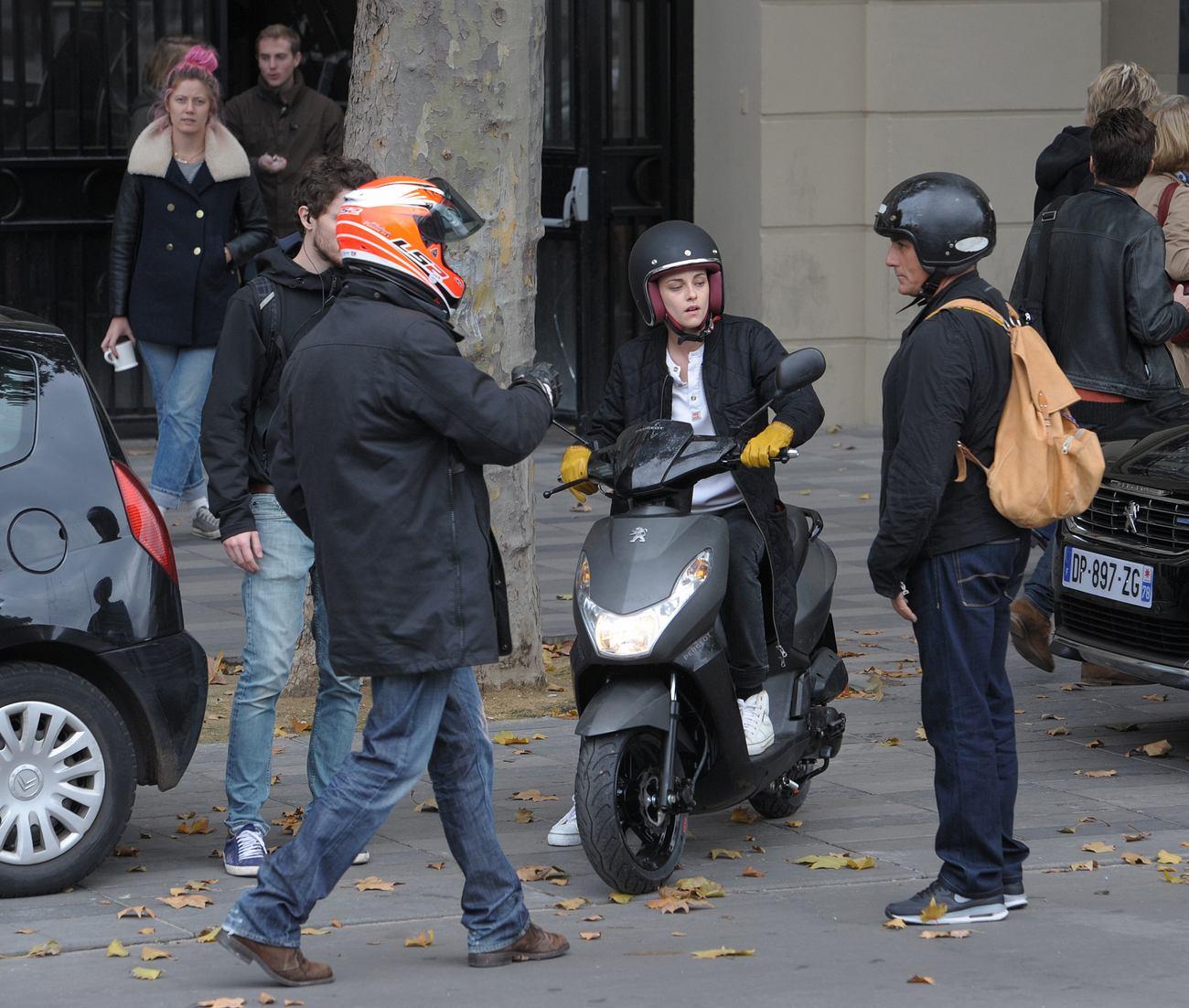 Kristen Stewart Films Personal Shopper in Paris-3