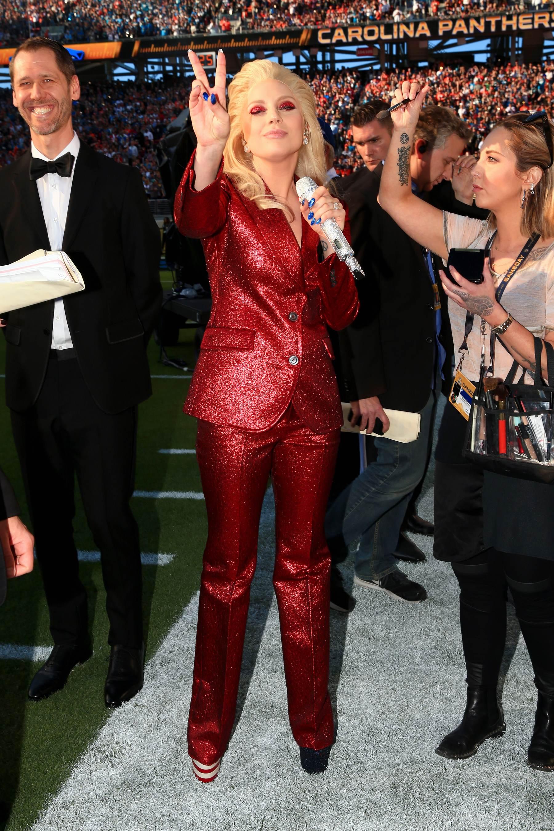 Lady Gaga singse National Anthem at Super Bowl - Celeb Donut