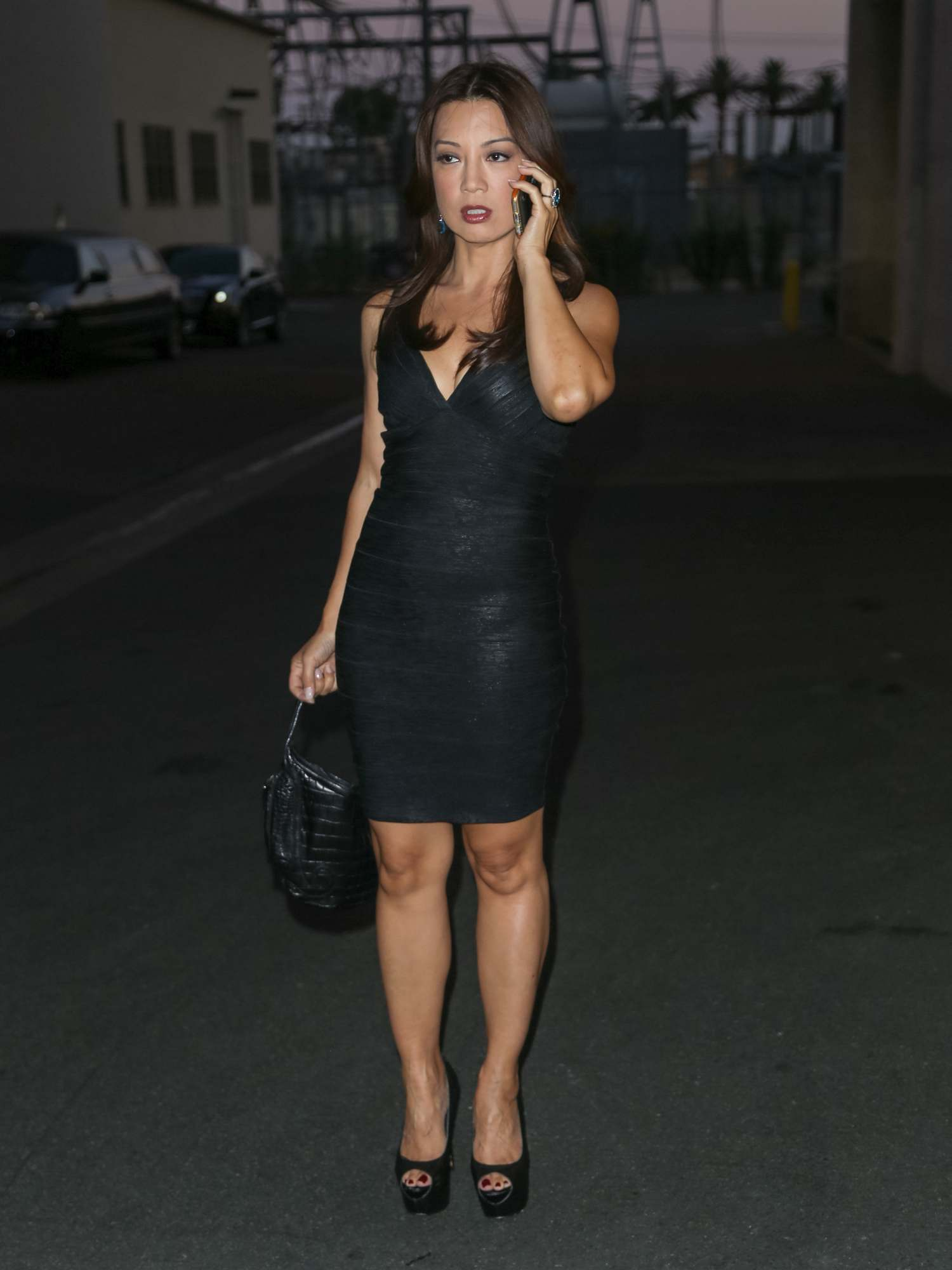 Ming-Na Wen Looks Pretty As She Walks Up To The Lot Studio-2