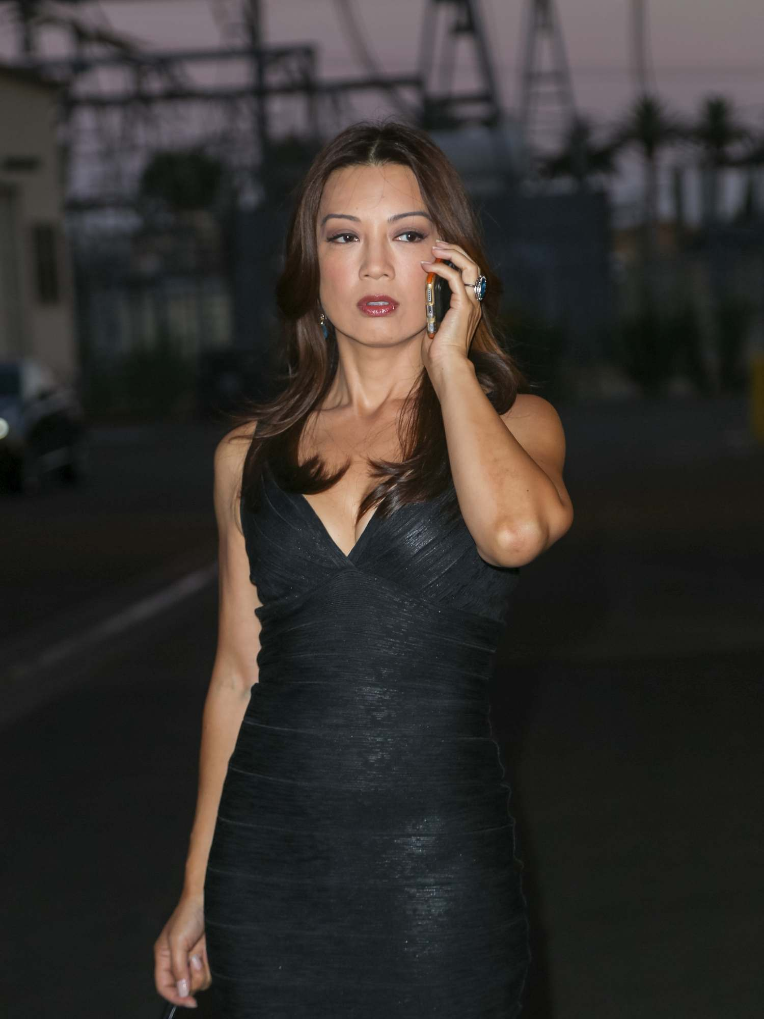 Ming-Na Wen Looks Pretty As She Walks Up To The Lot Studio-4