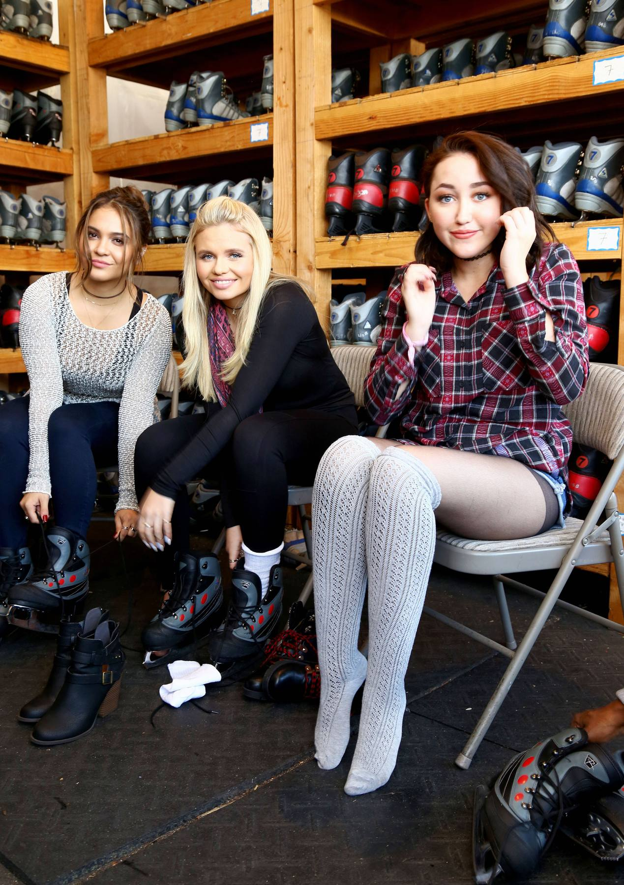 Noah Cyrus, Stella Hudgens and Alli Simpson Kick Offe Holidays with MUDD!-1