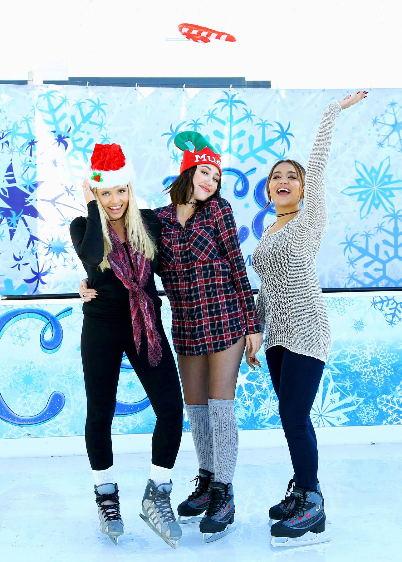 Noah Cyrus, Stella Hudgens and Alli Simpson Kick Offe Holidays with MUDD!-2