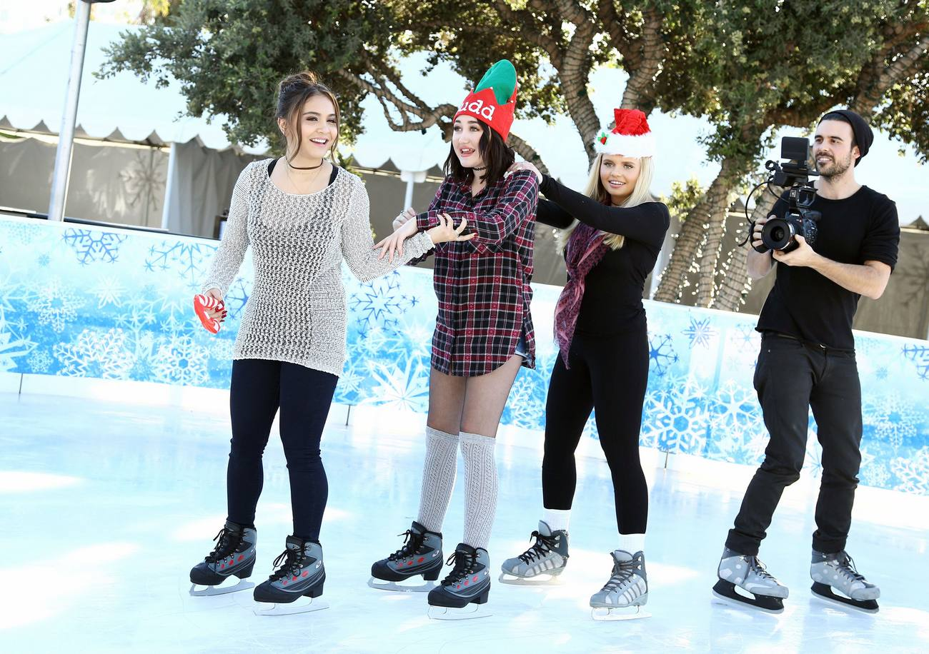 Noah Cyrus, Stella Hudgens and Alli Simpson Kick Offe Holidays with MUDD!-4