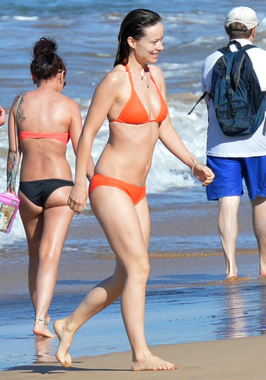 Olivia Wilde Looks Hot in Bikini-1