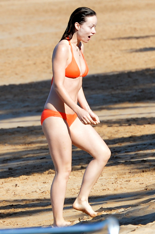 Olivia Wilde Looks Hot in Bikini-4