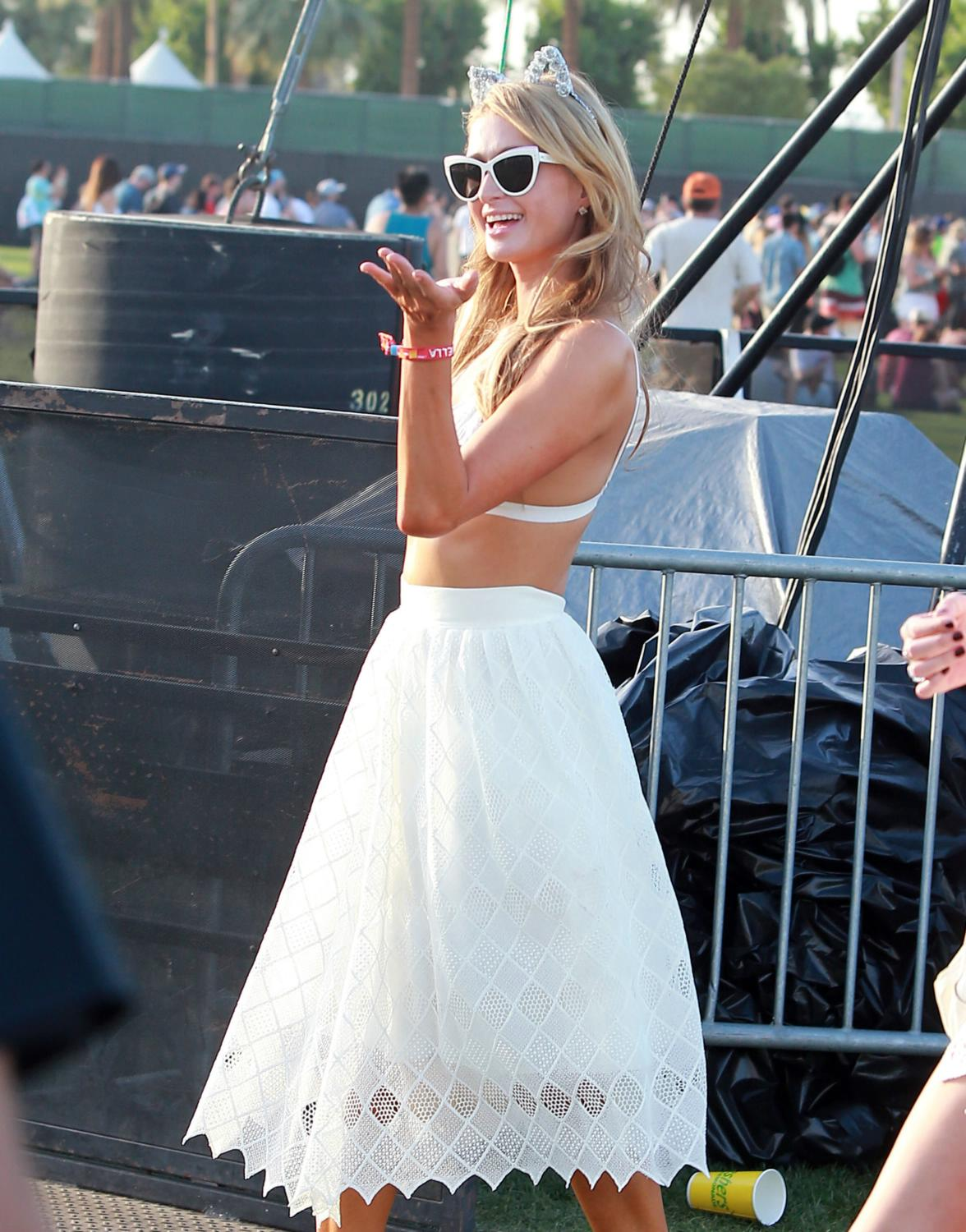 Paris Hilton and Nicky Hilton at Coachella Valley Music and Arts Festival-1