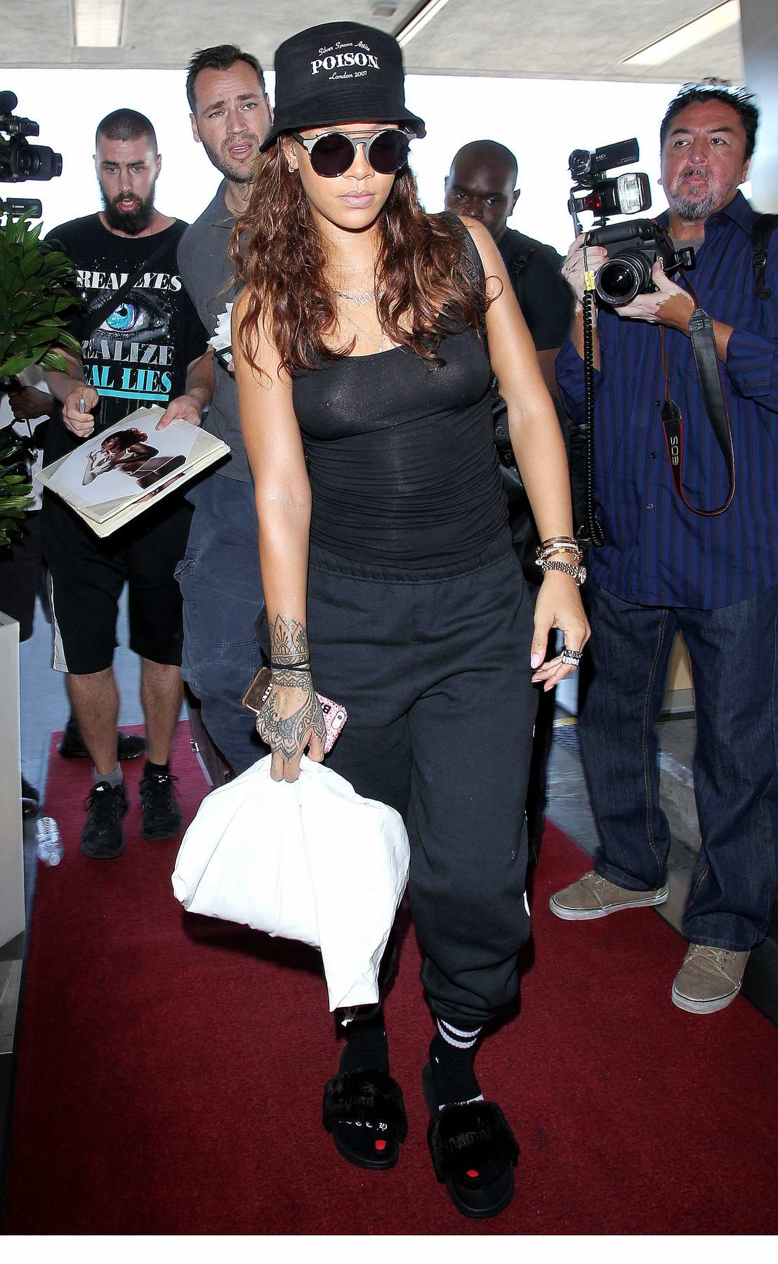 Rihanna Wears Black Outfit To LAX Airport-3