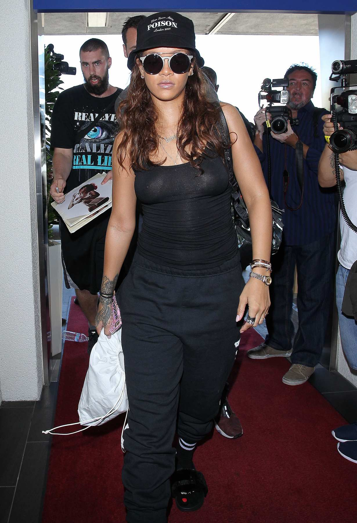 Rihanna Wears Black Outfit To LAX Airport-4